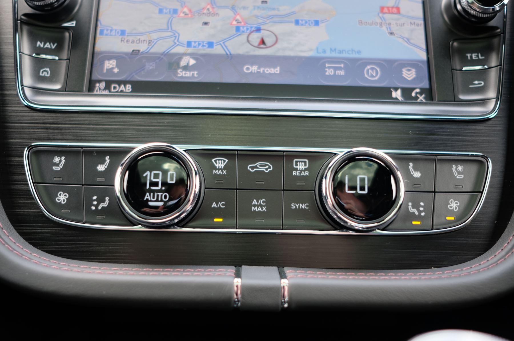 Bentley Bentayga V8 4.0 V8 5dr Mulliner Driving Specification image 38