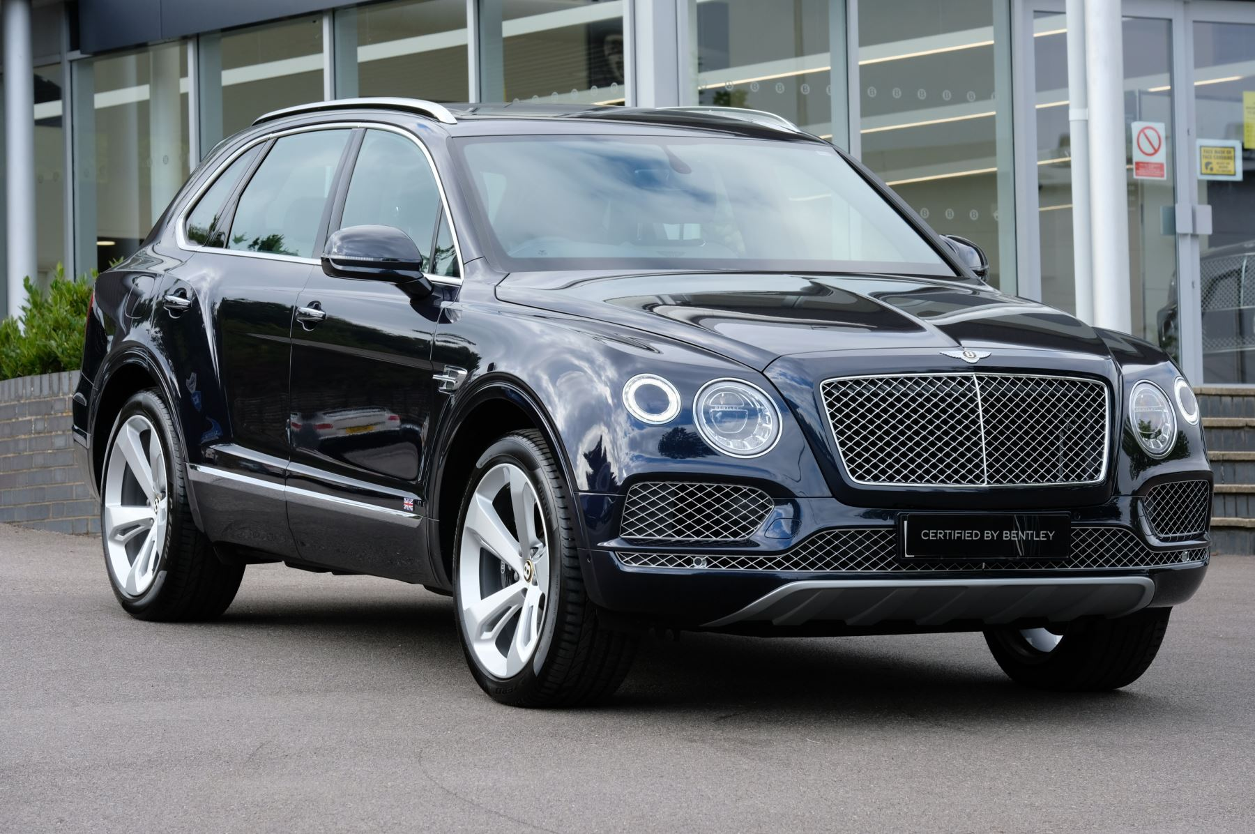 Bentley Bentayga 4.0 V8 5dr including £17,000 of costed options - Centenary Specification Automatic Estate (2019) image