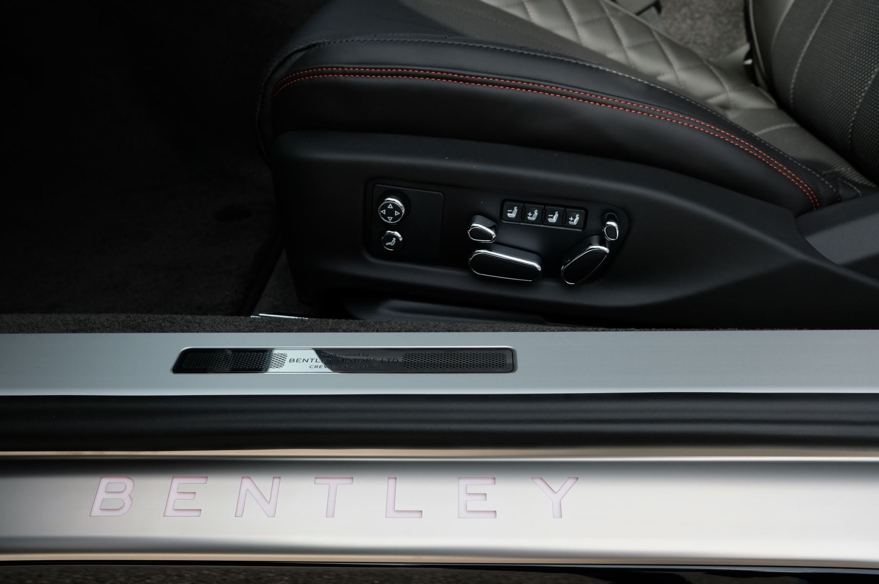 Bentley Continental GT V8 Mulliner Driving Specification image 13