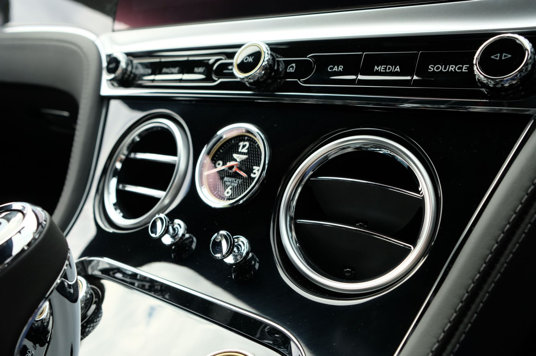 Bentley Continental GT V8 Mulliner Driving Specification image 22