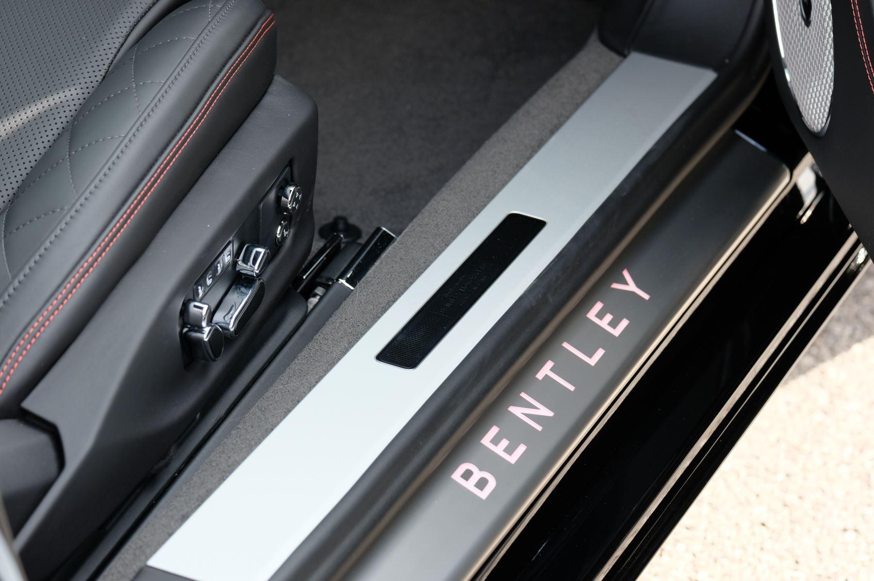 Bentley Continental GT V8 Mulliner Driving Specification image 28