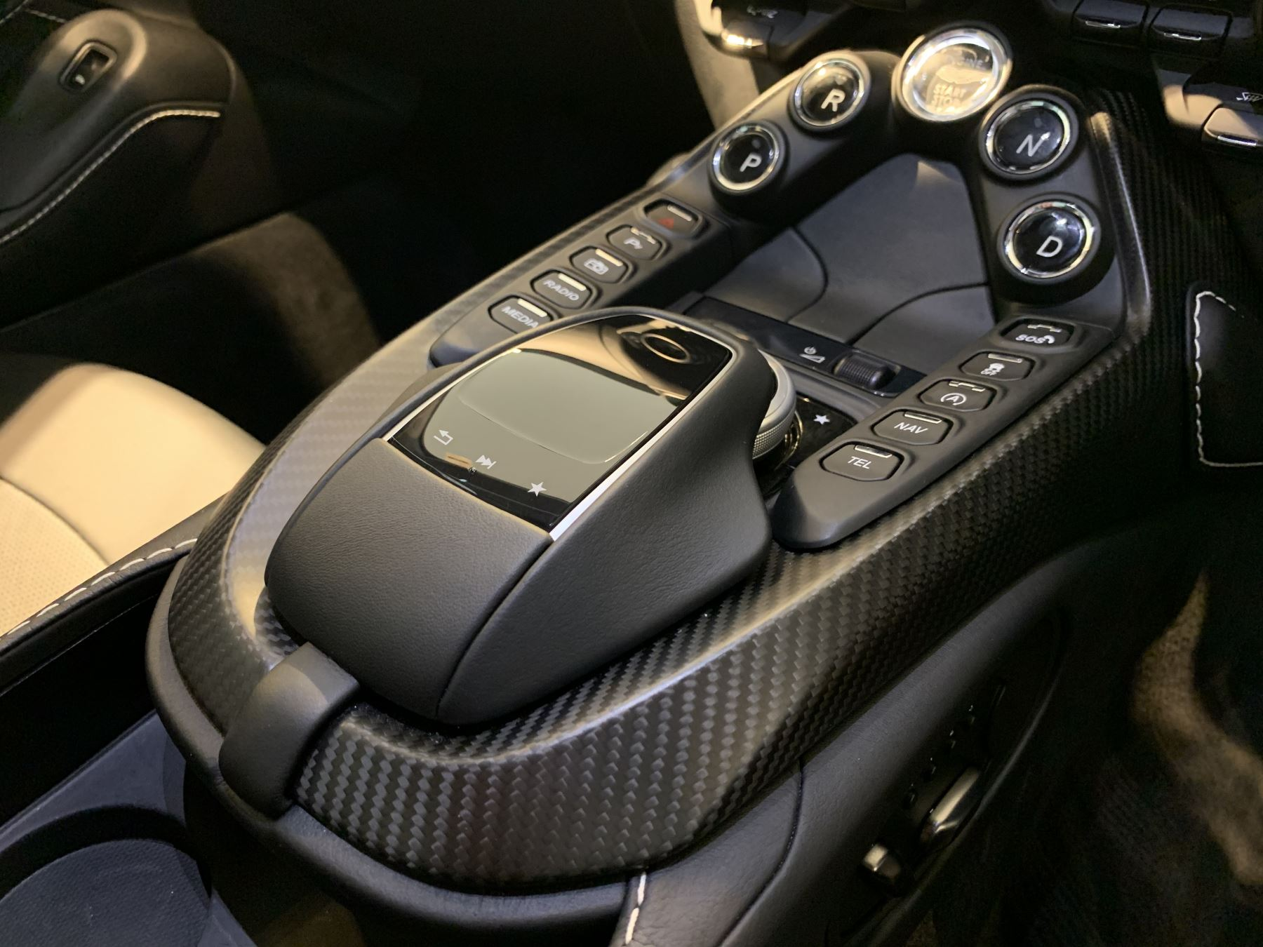 Aston Martin New Vantage 2dr ZF 8 Speed image 29