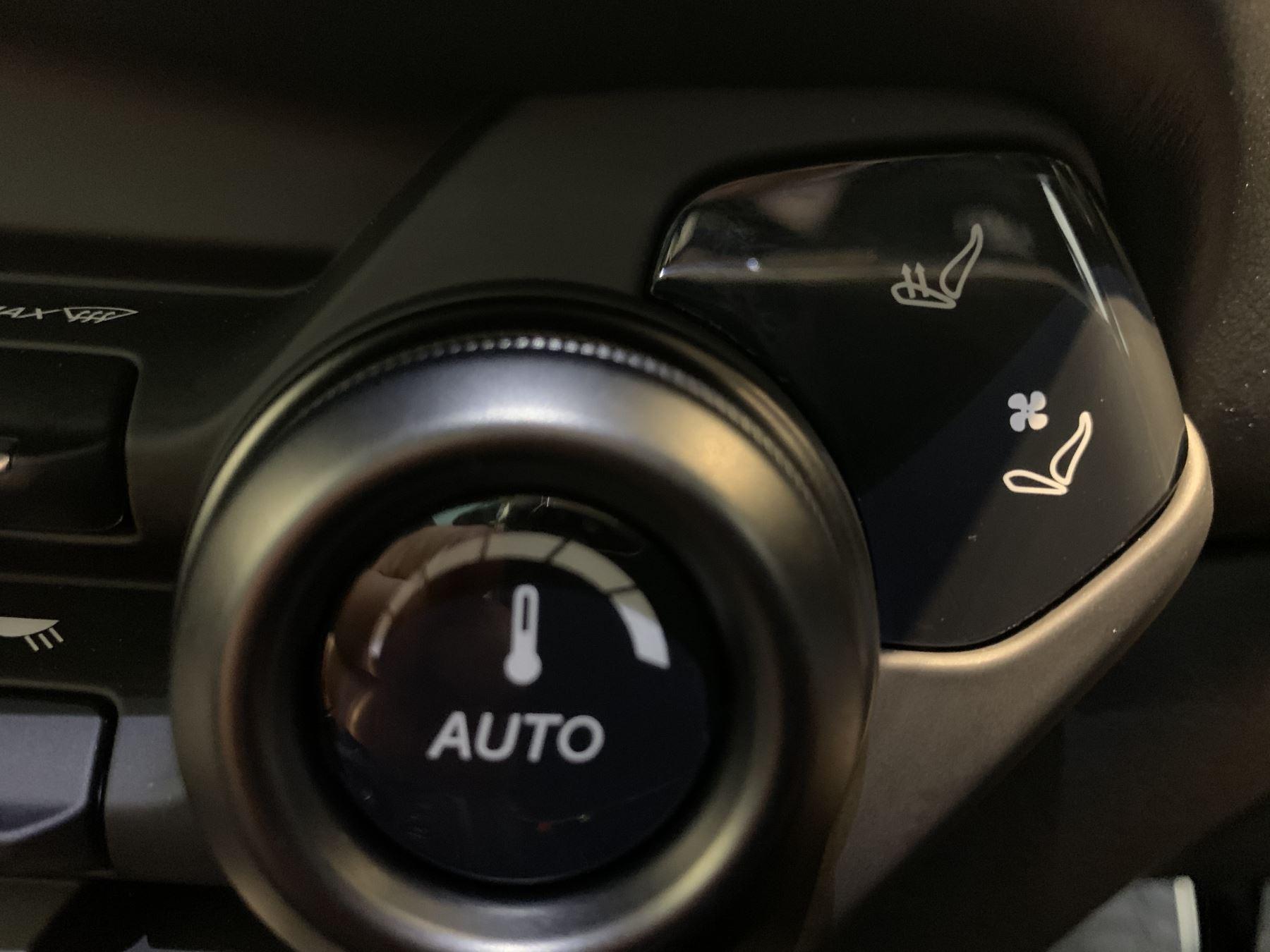 Aston Martin New Vantage 2dr ZF 8 Speed image 33