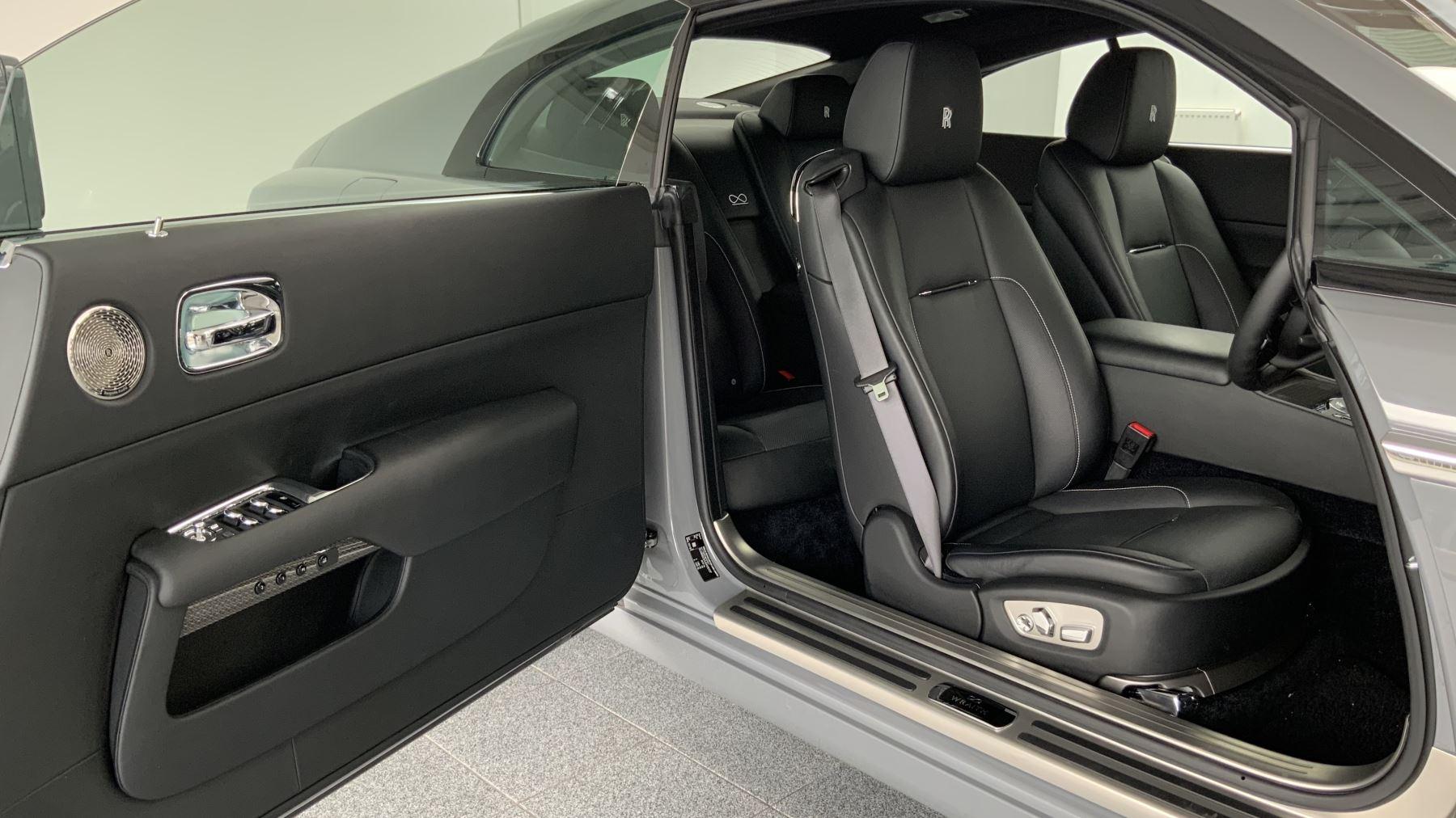 Rolls-Royce Black Badge Wraith V12 image 14
