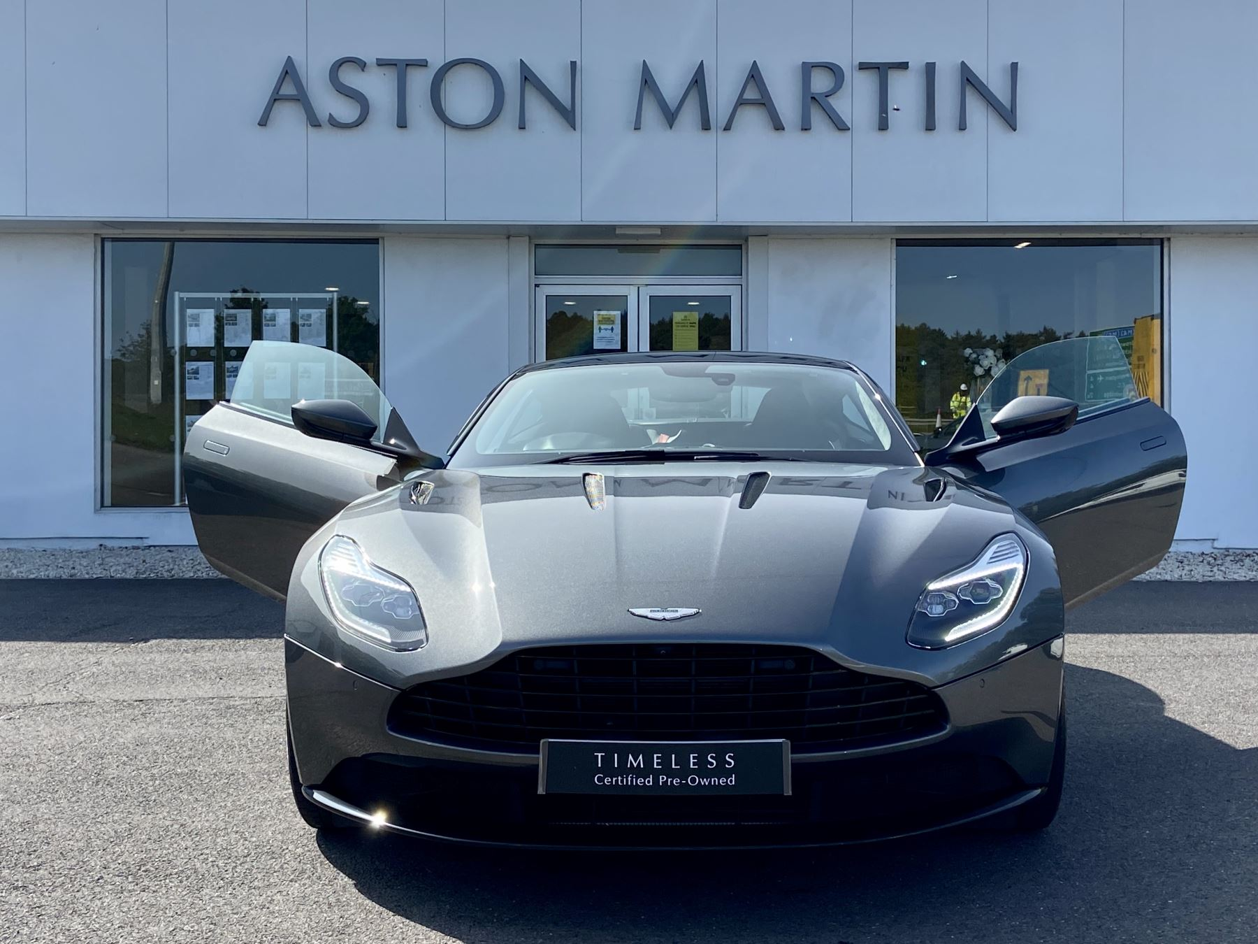 Aston Martin DB11 V12 2dr Touchtronic image 3