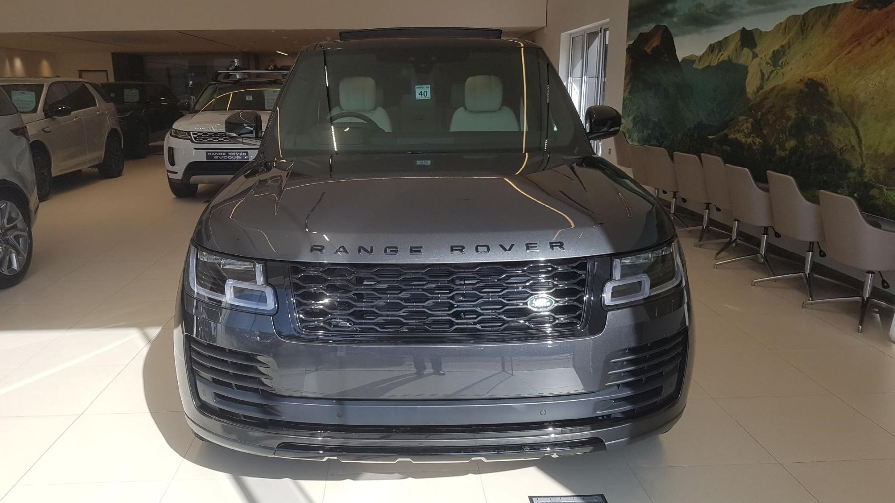 Land Rover Range Rover 3.0 P400 Vogue image 2