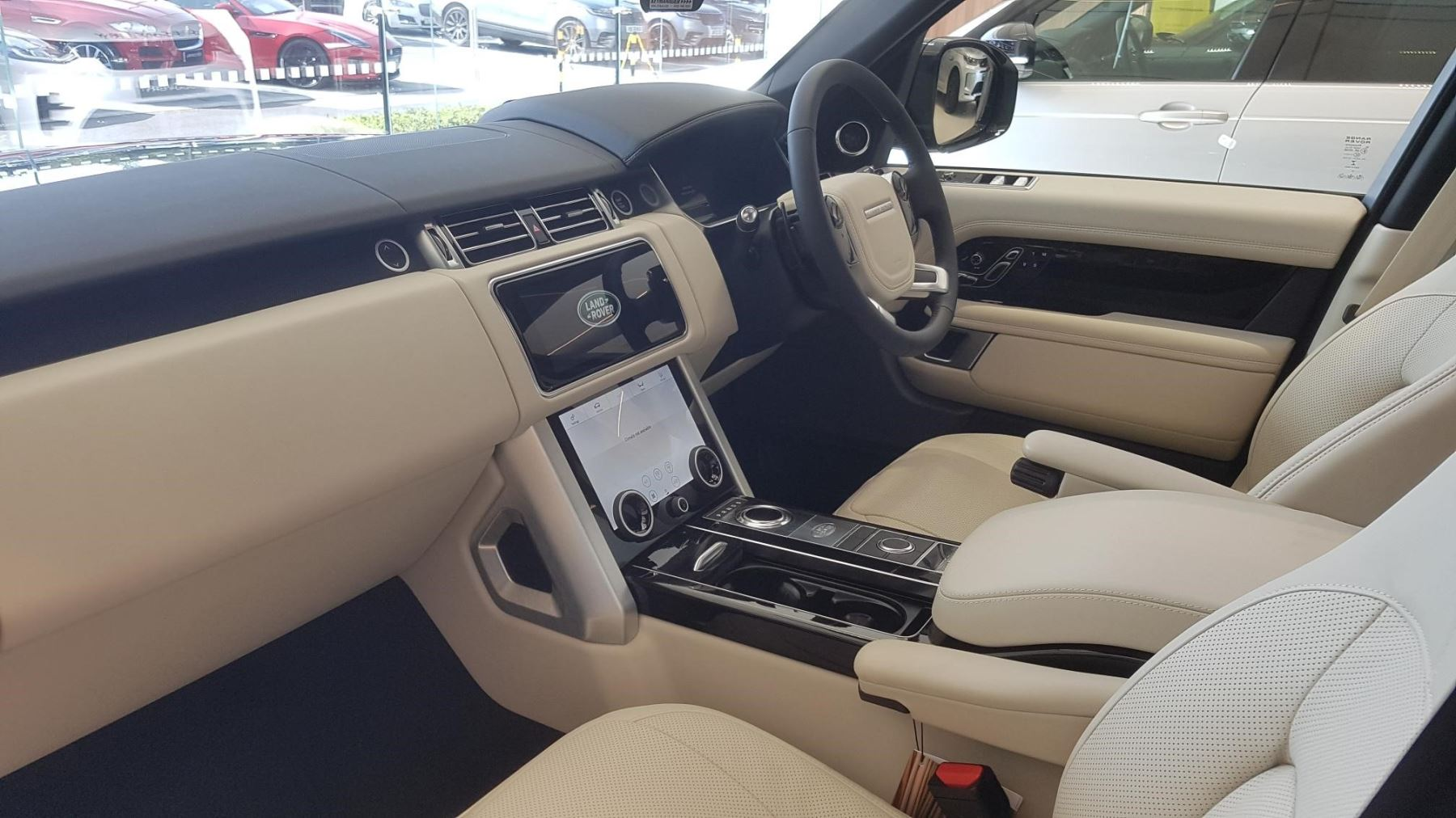 Land Rover Range Rover 3.0 P400 Vogue image 8
