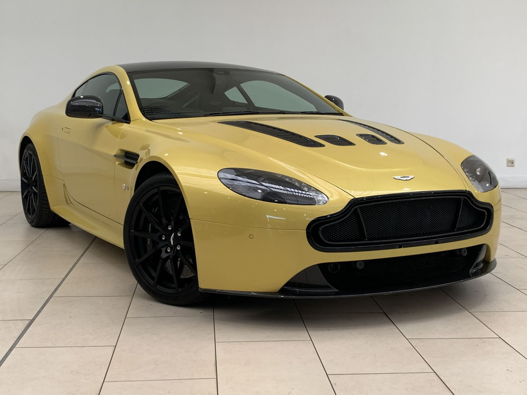 Aston Martin V12 Vantage S Coupe S 2dr Sportshift III 5.9 Automatic 3 door Coupe (2015)