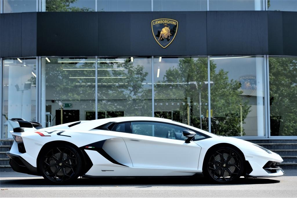 Lamborghini Aventador SVJ Coupe VAT Qualifying image 2