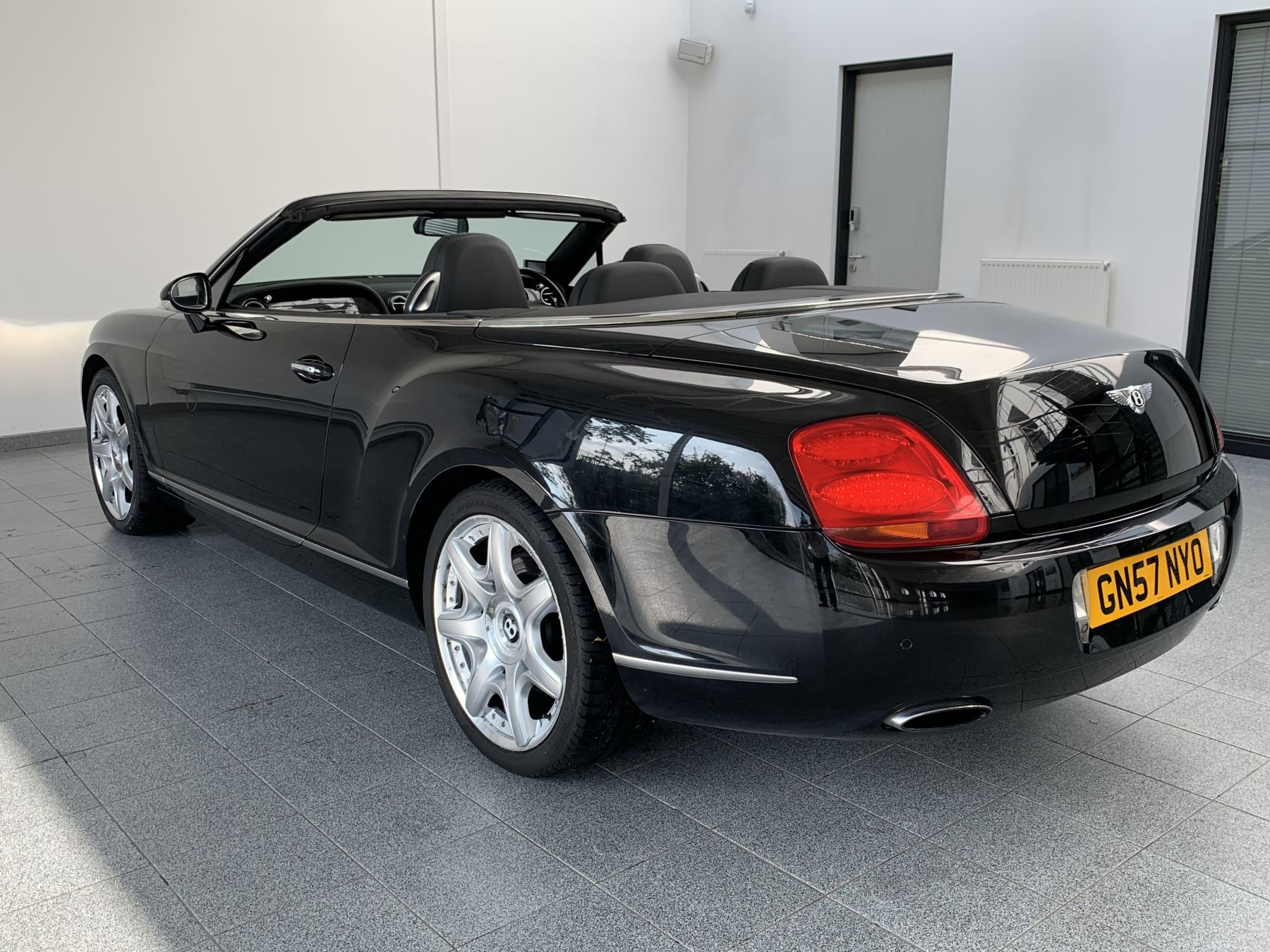 Bentley Continental GTC 6.0 W12 Mulliner 2dr image 3