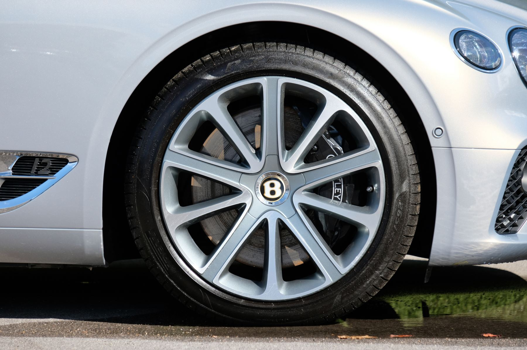 Bentley Continental GT 6.0 W12 Centenary, City and Touring Specification image 9