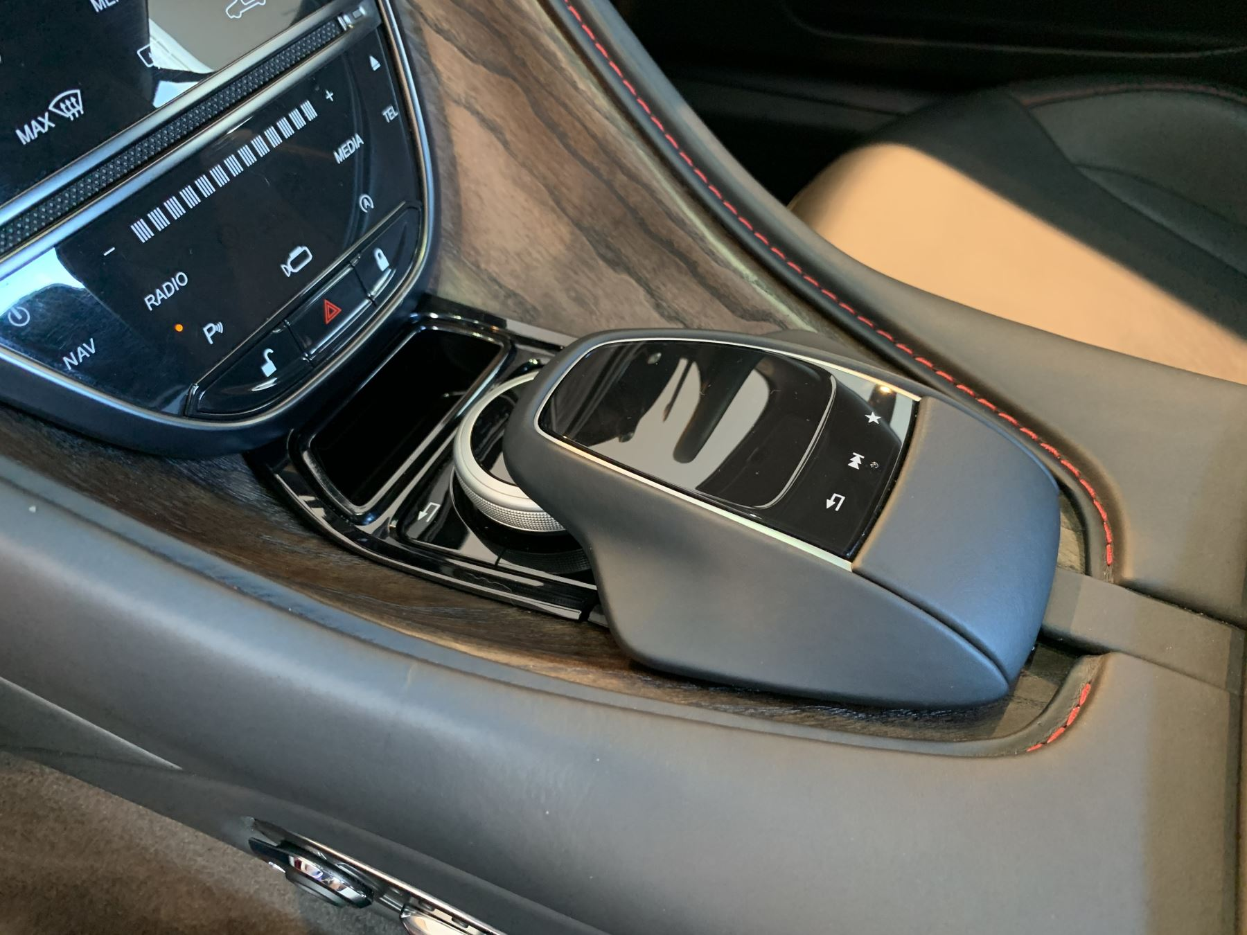 Aston Martin DB11 V12 2dr Touchtronic image 23