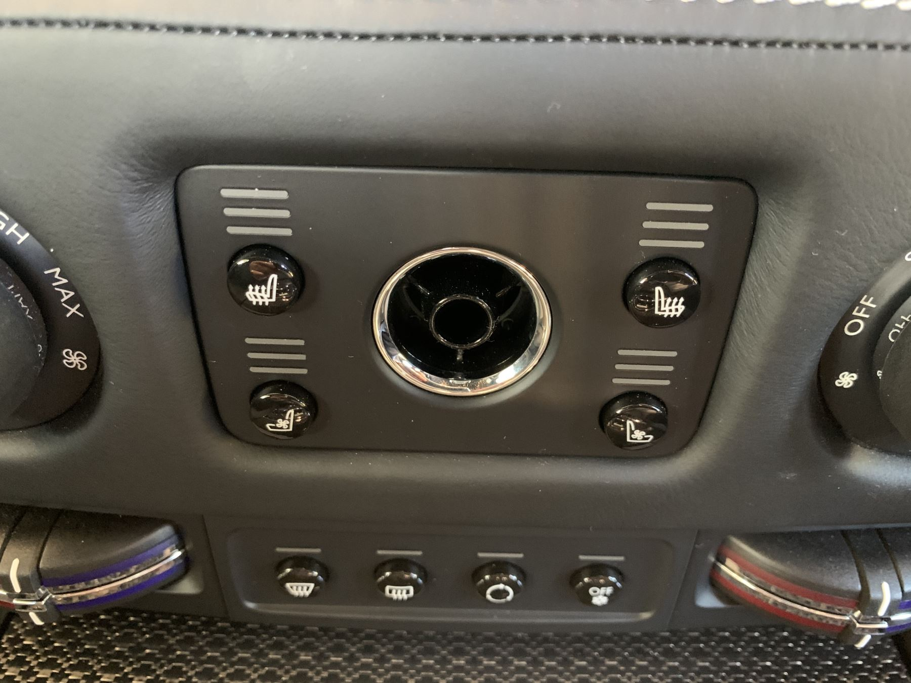 Rolls-Royce Black Badge Wraith V12 image 27