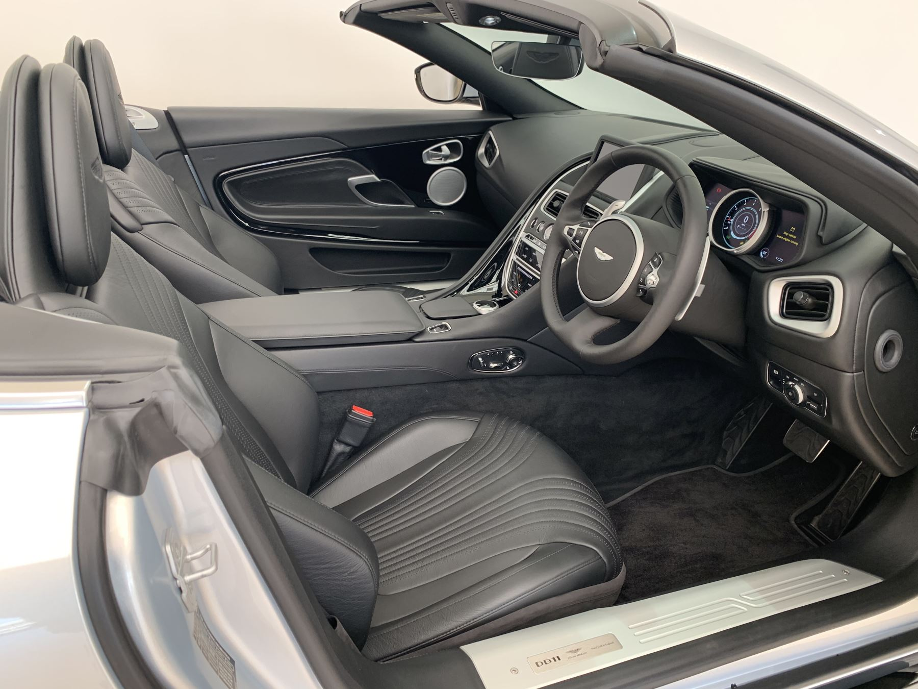 Aston Martin DB11 V8 Volante 2dr Touchtronic image 9