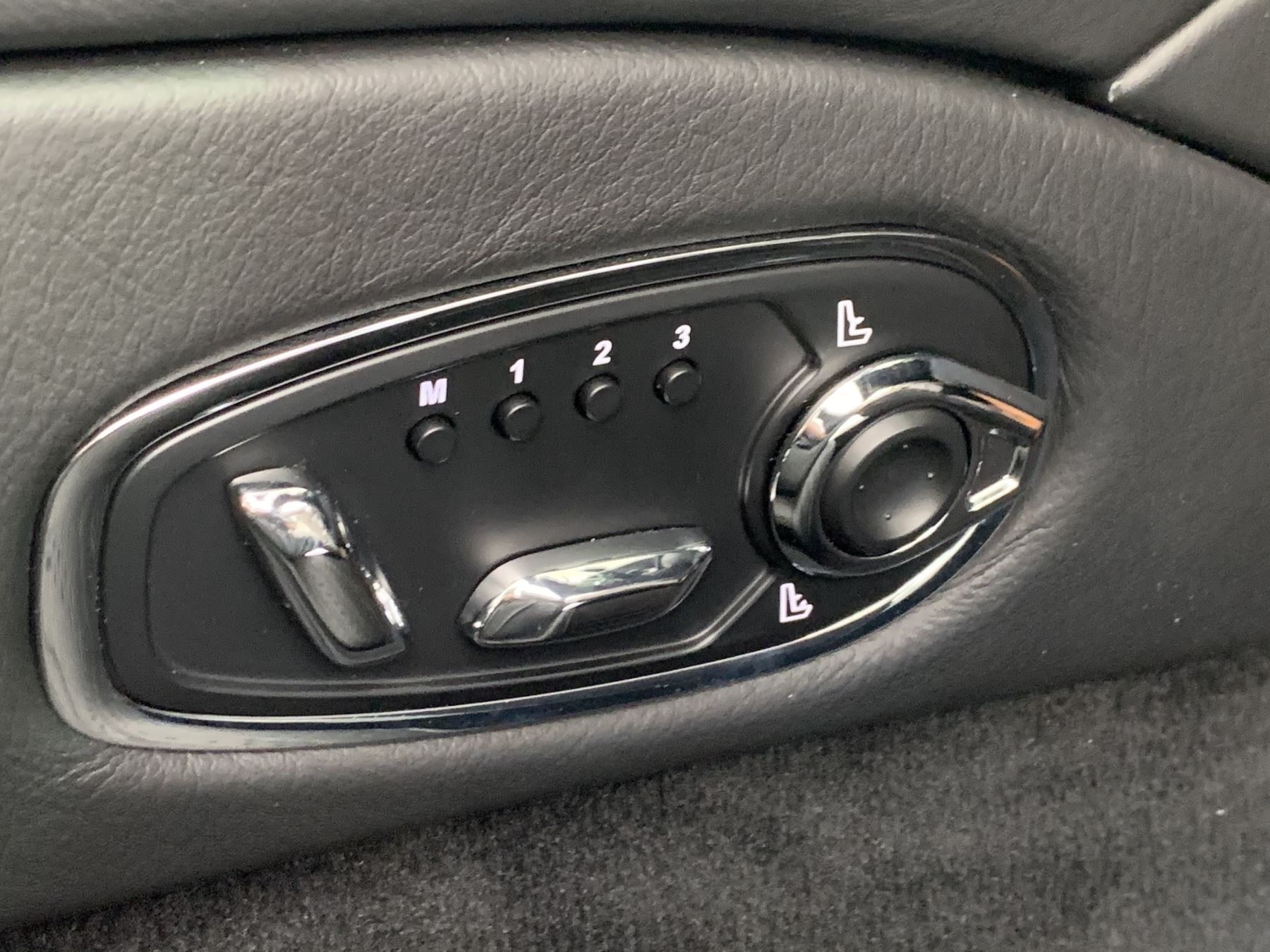 Aston Martin DB11 V8 Volante 2dr Touchtronic image 23