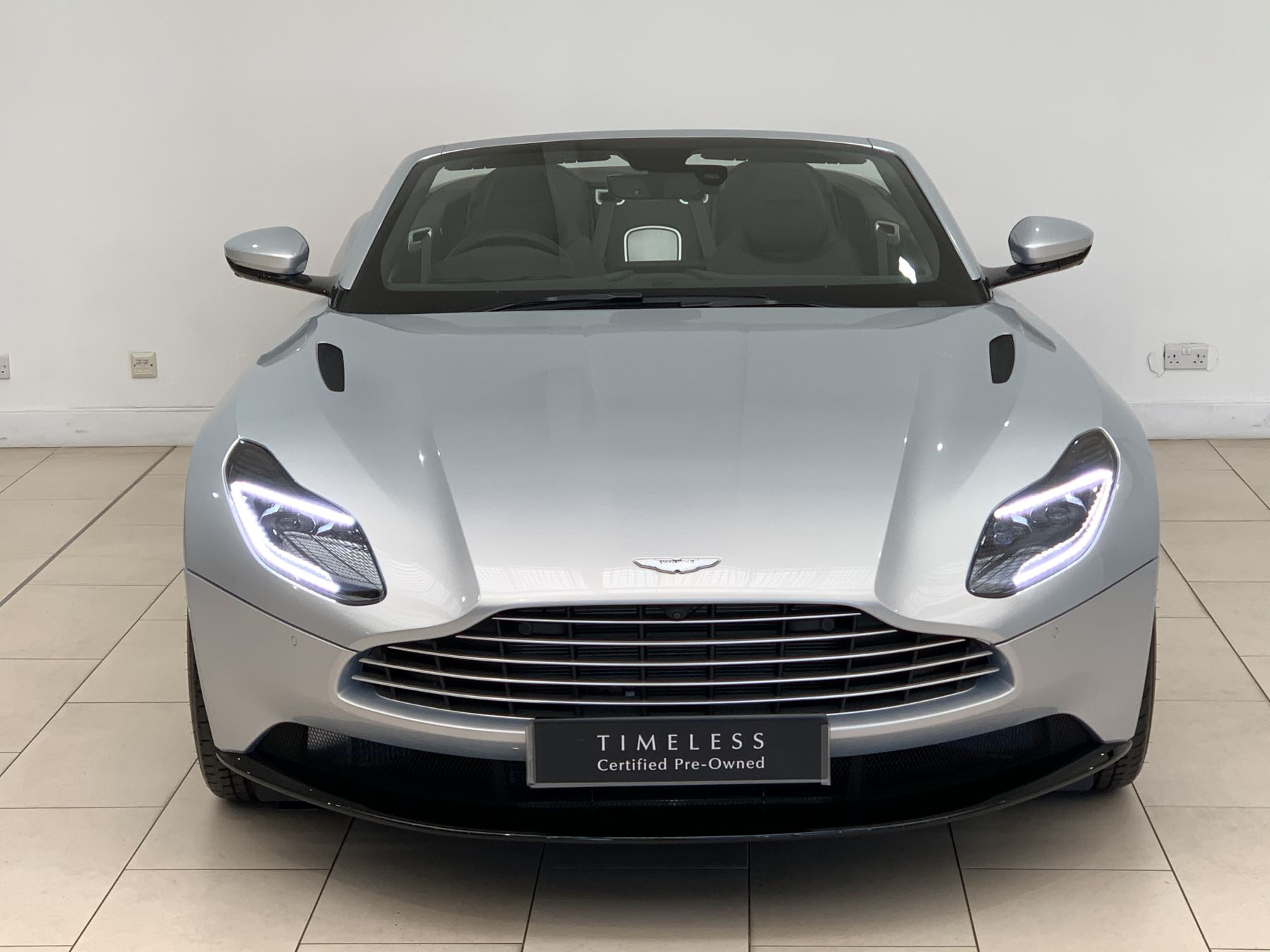 Aston Martin DB11 V8 Volante 2dr Touchtronic image 4