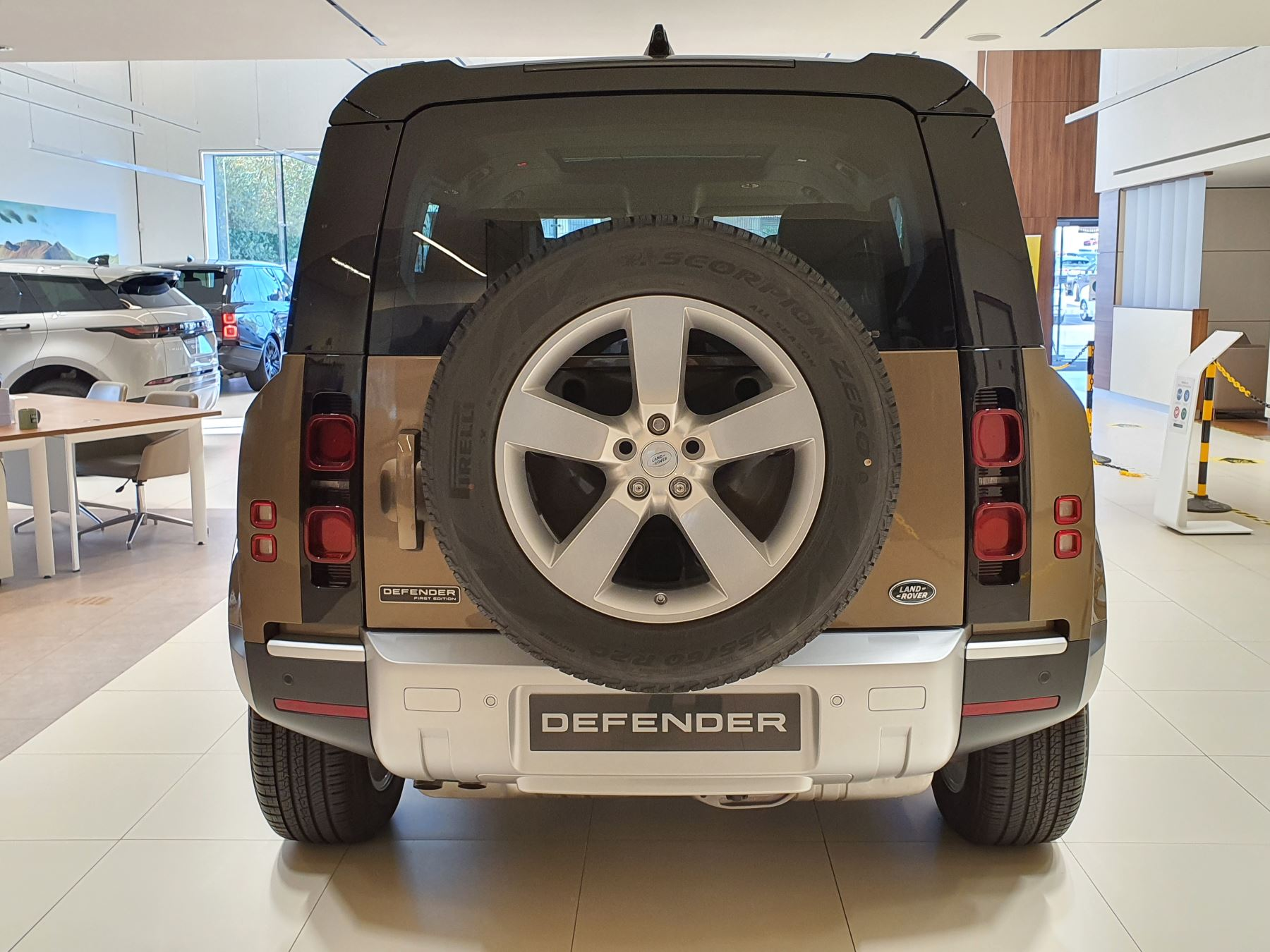 Land Rover Defender 2.0 D240 First Edition 110 SPECIAL EDITIONS image 7