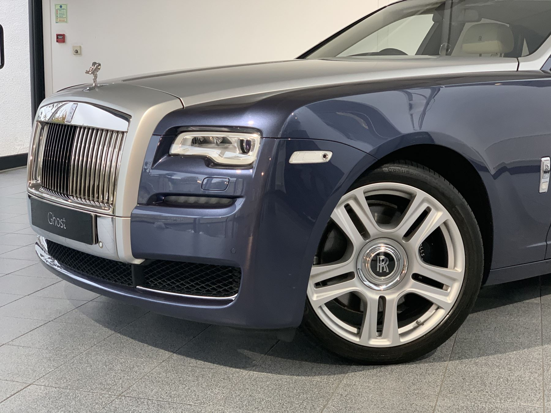 Rolls-Royce Ghost V12 AUTO image 8