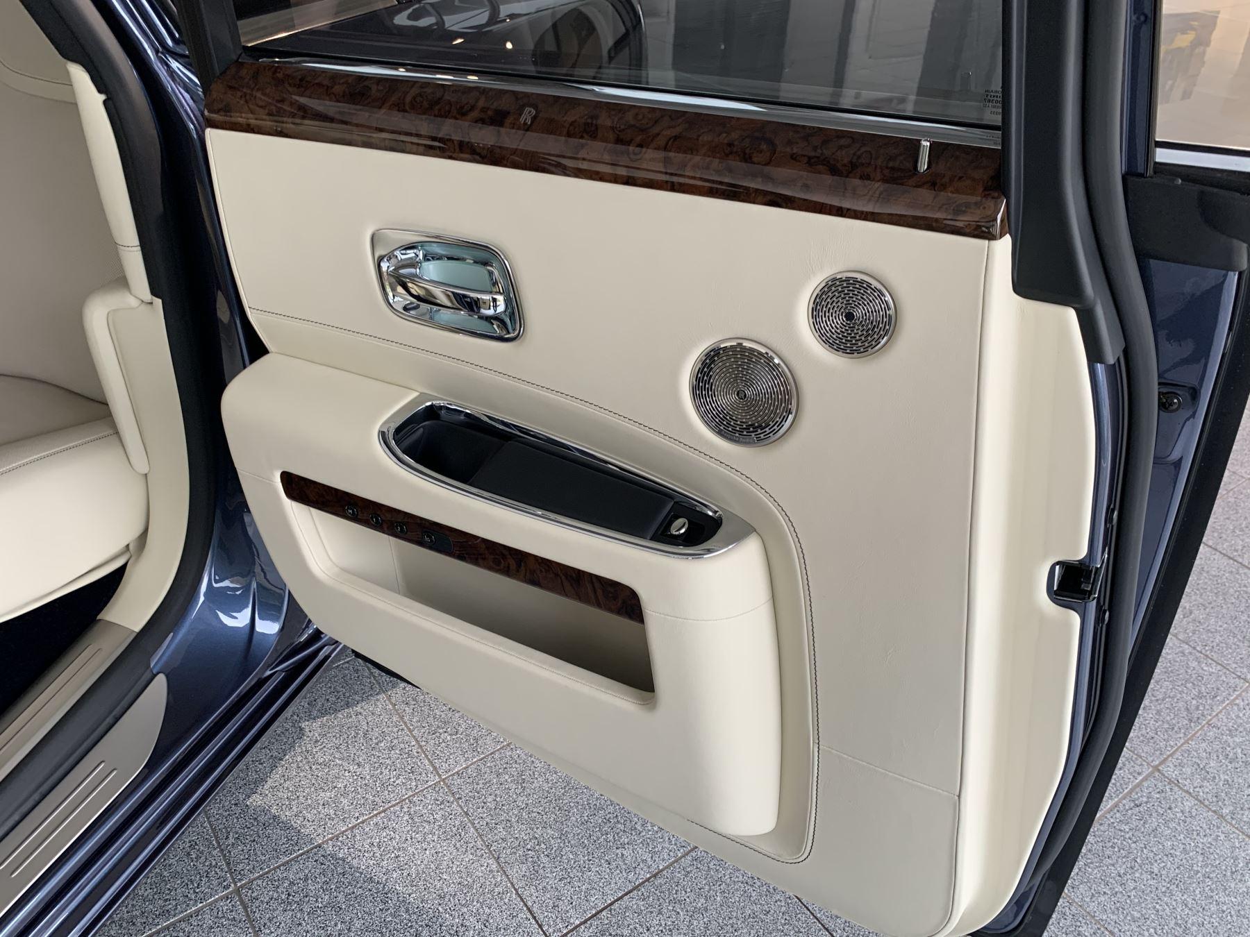 Rolls-Royce Ghost V12 AUTO image 19