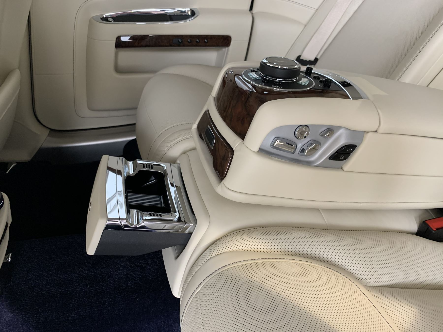 Rolls-Royce Ghost V12 AUTO image 23