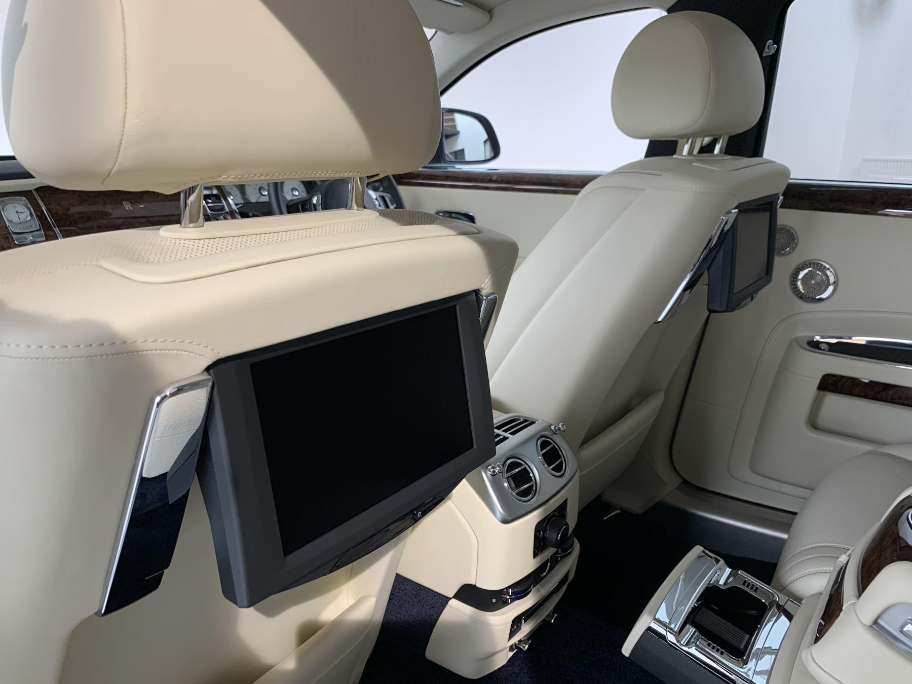 Rolls-Royce Ghost V12 AUTO image 11