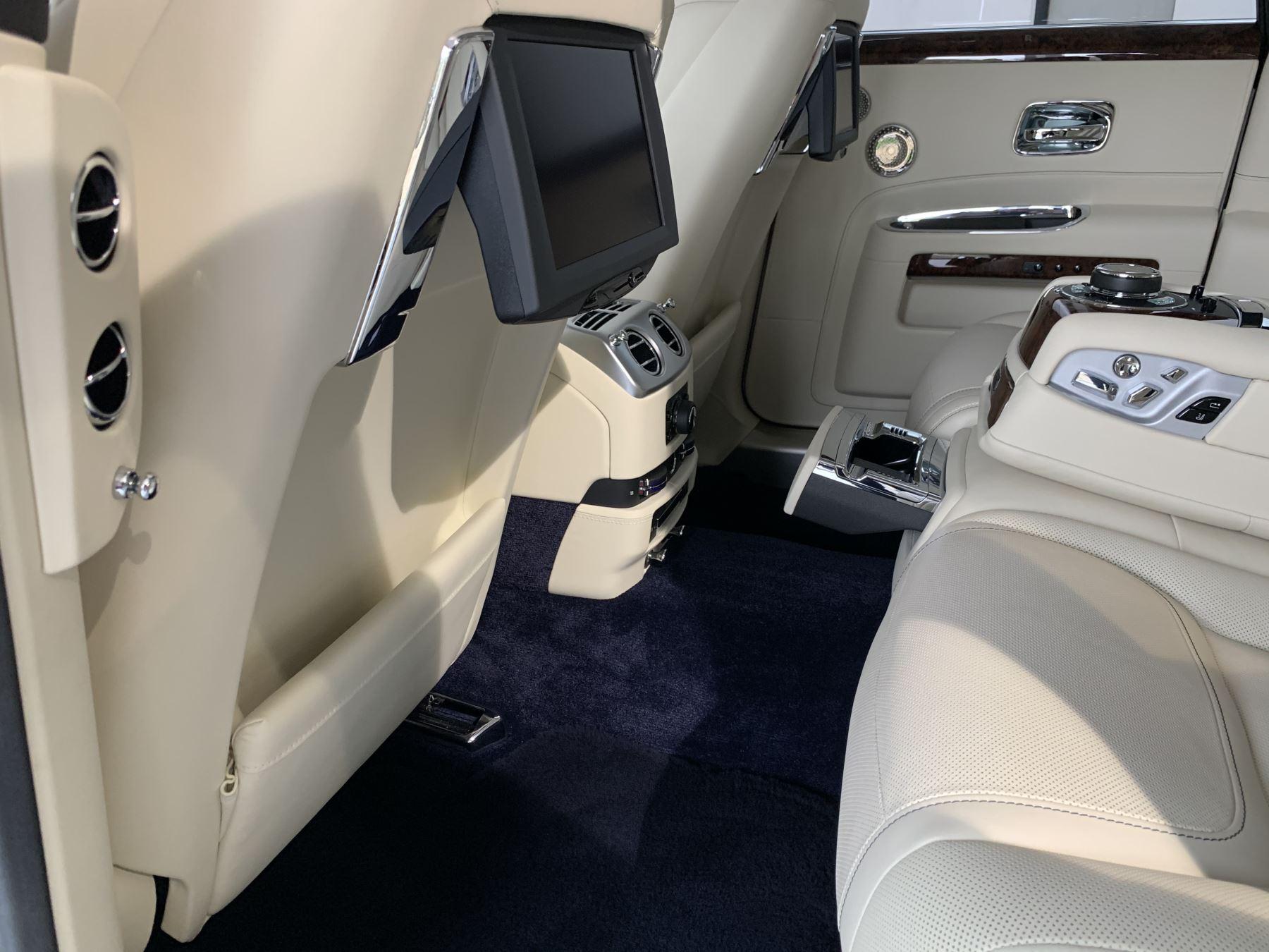Rolls-Royce Ghost V12 AUTO image 24