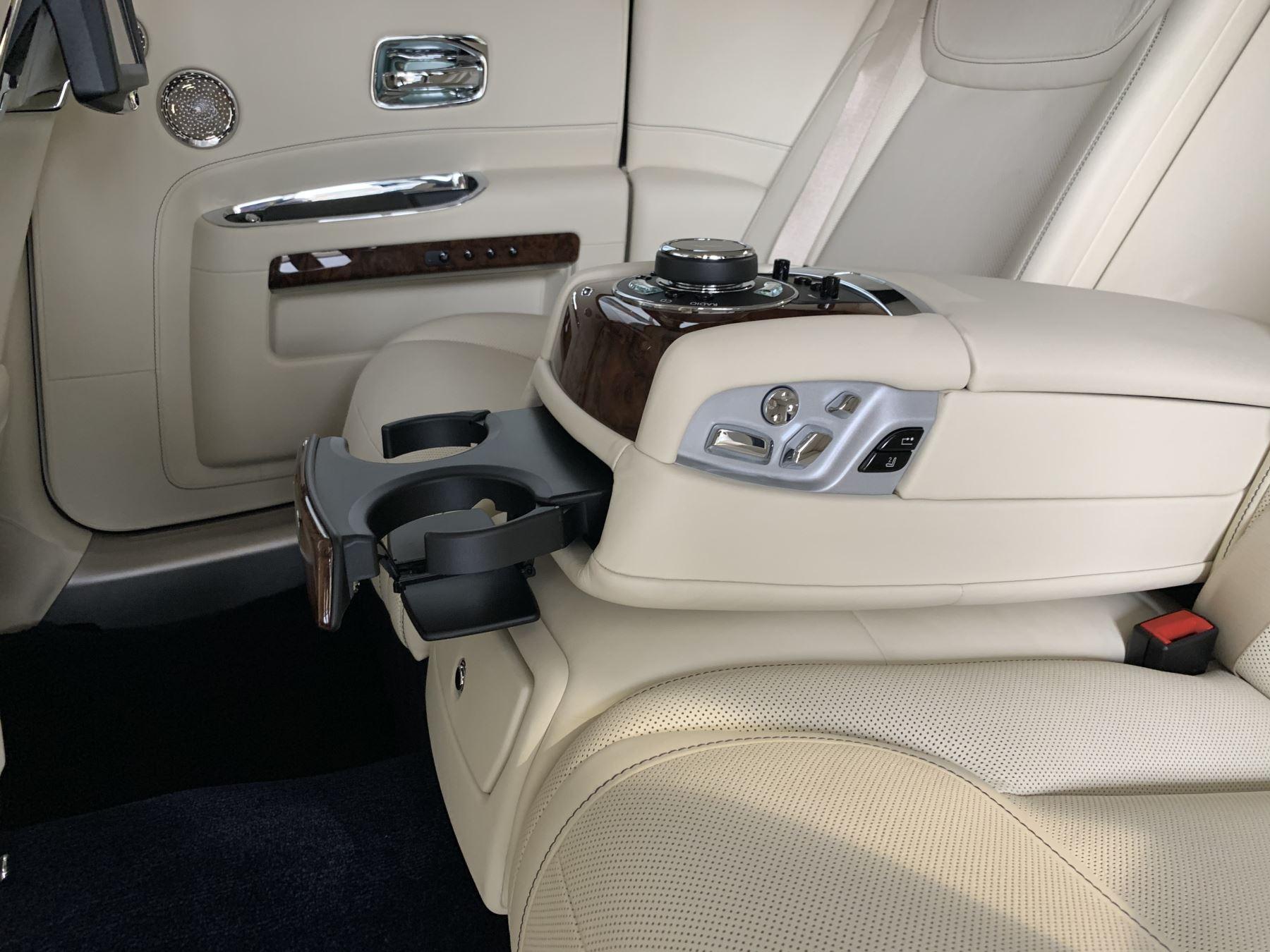 Rolls-Royce Ghost V12 AUTO image 25