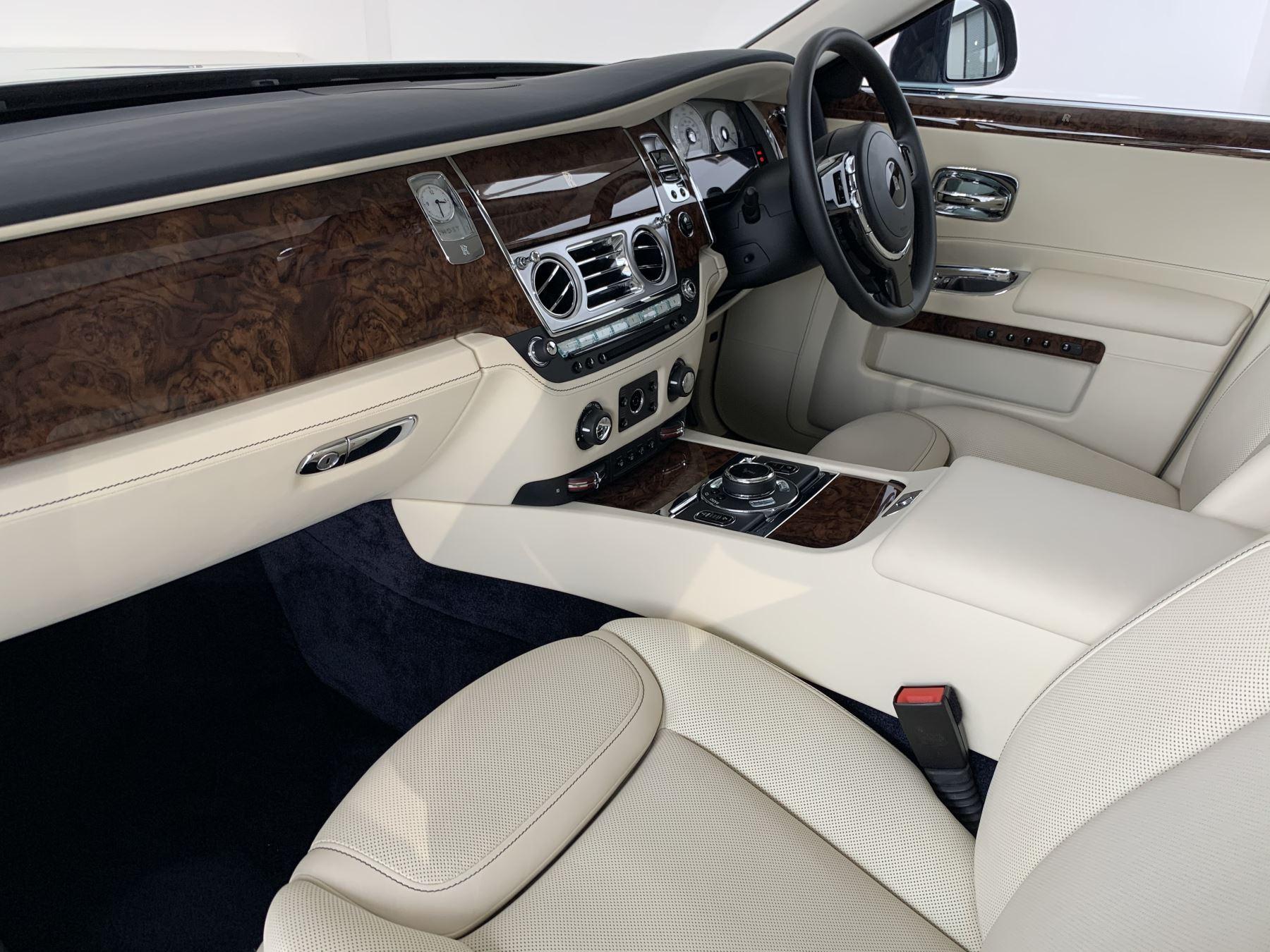 Rolls-Royce Ghost V12 AUTO image 9