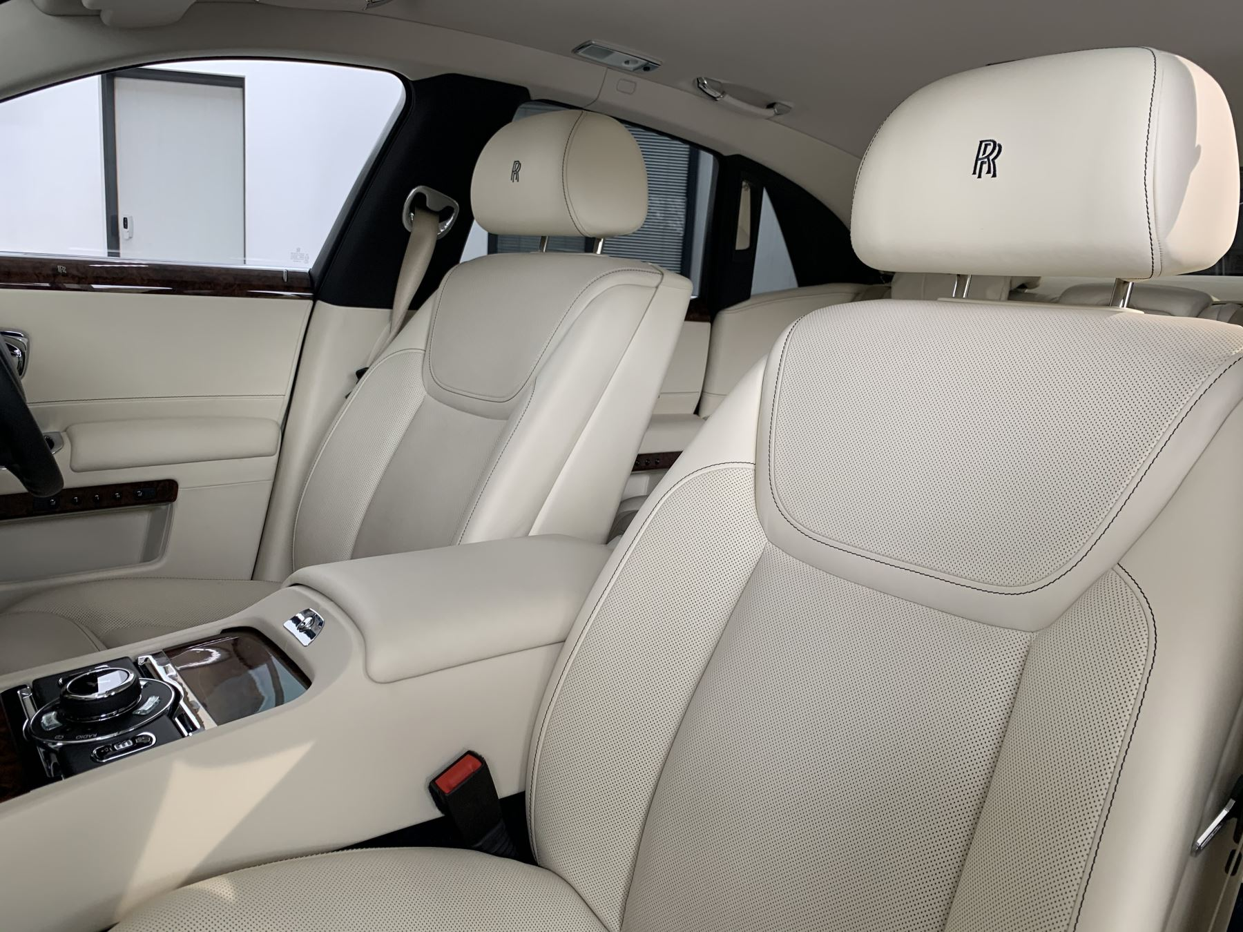 Rolls-Royce Ghost V12 AUTO image 26