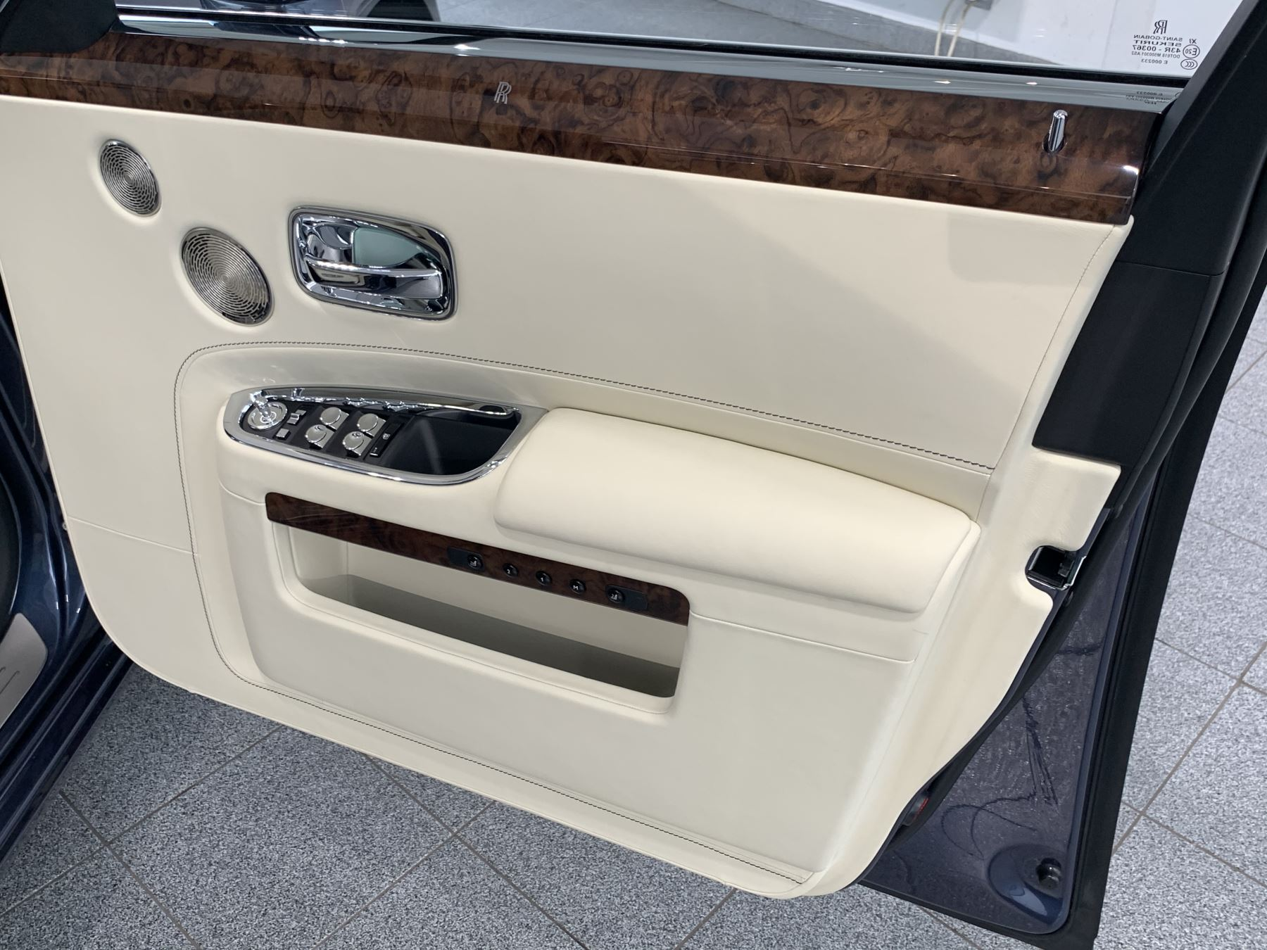 Rolls-Royce Ghost V12 AUTO image 29