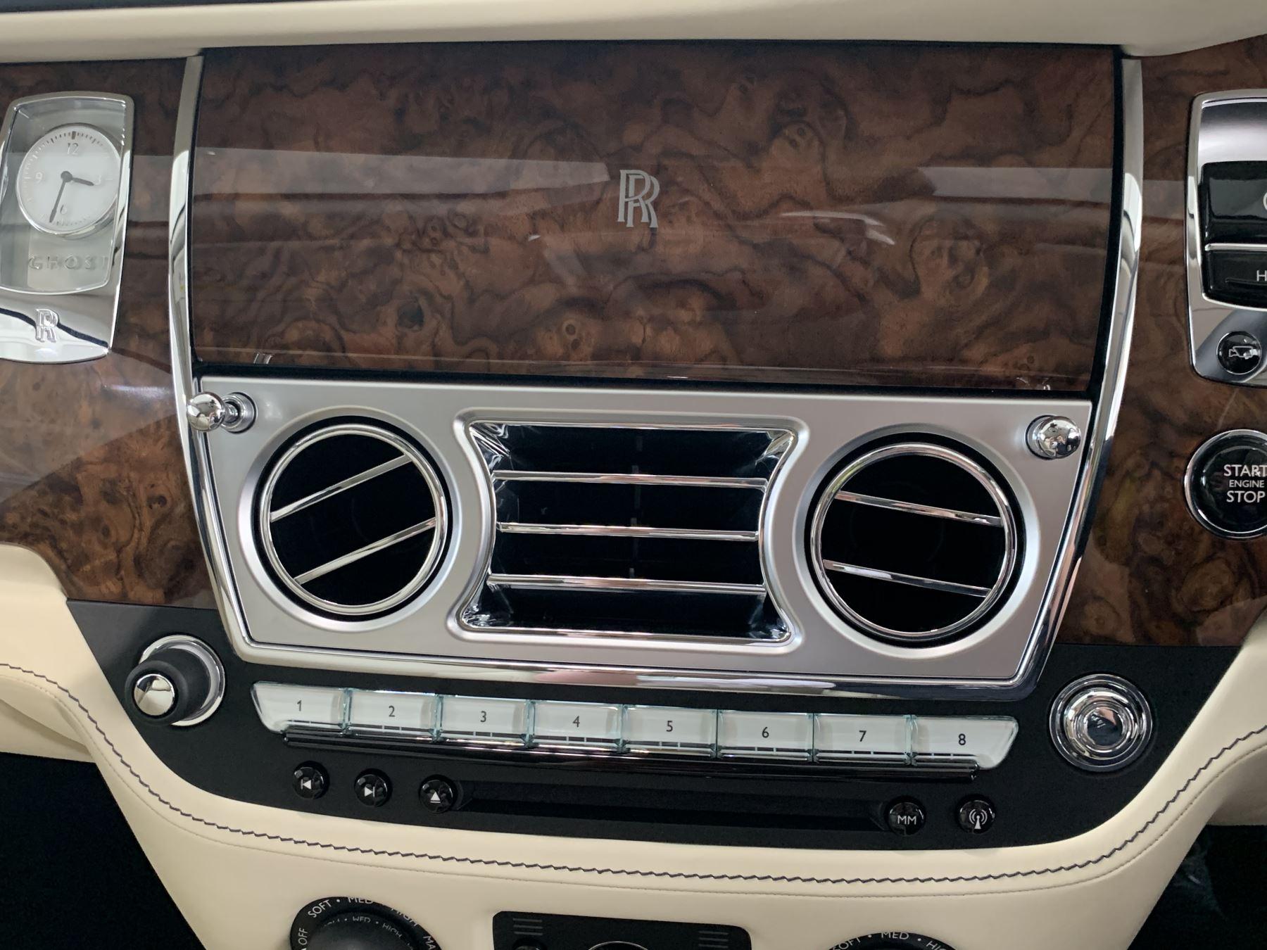 Rolls-Royce Ghost V12 AUTO image 32