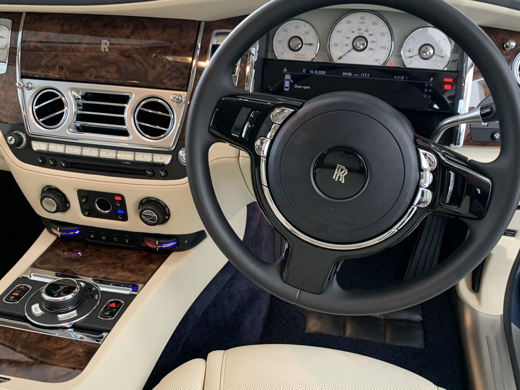 Rolls-Royce Ghost V12 AUTO image 39