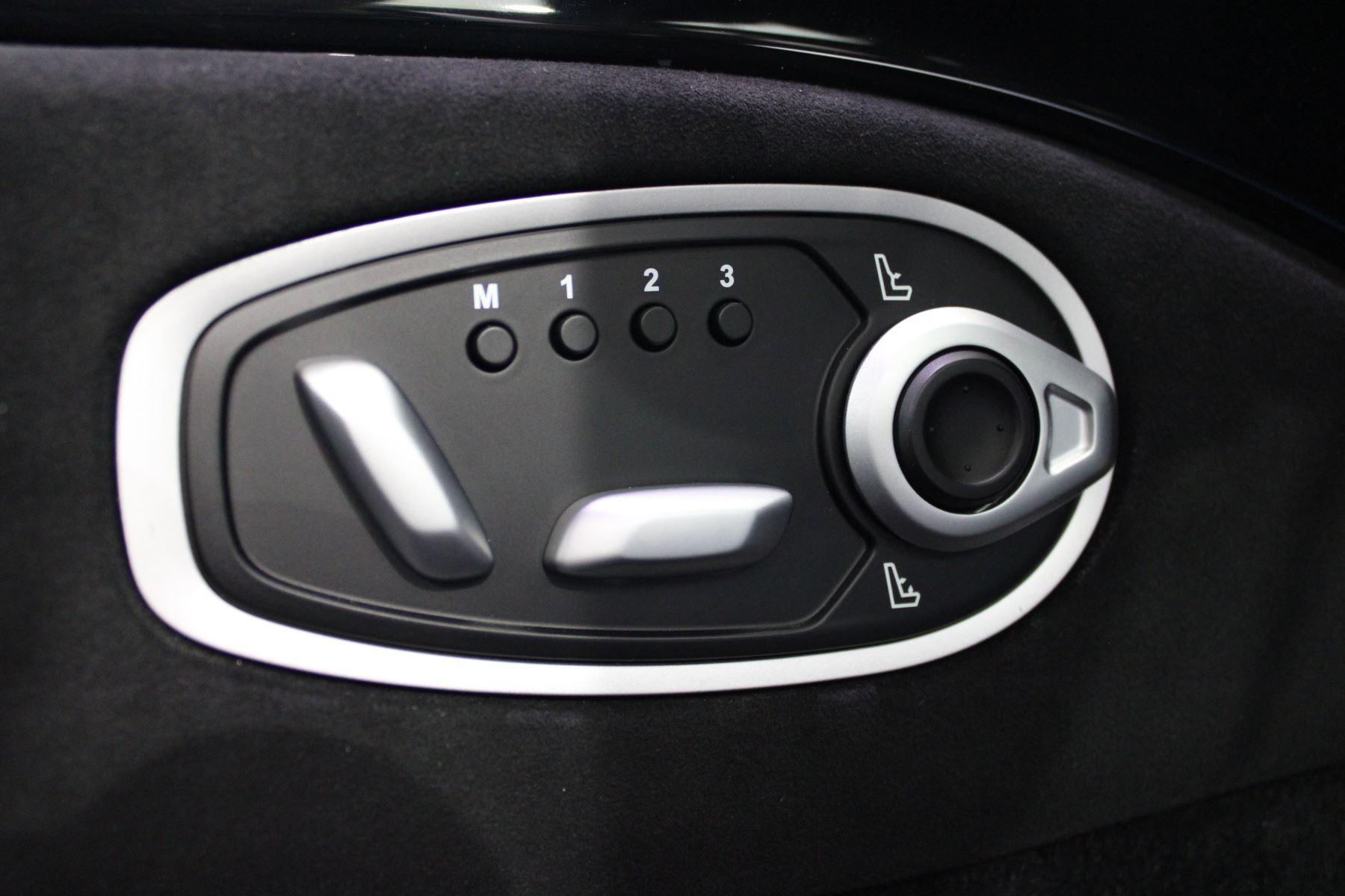 Aston Martin New Vantage 2dr image 21