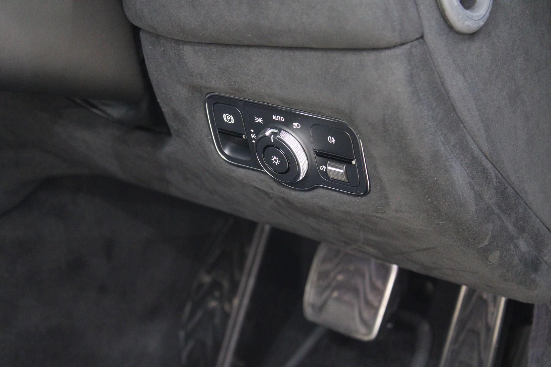 Aston Martin New Vantage 2dr image 25