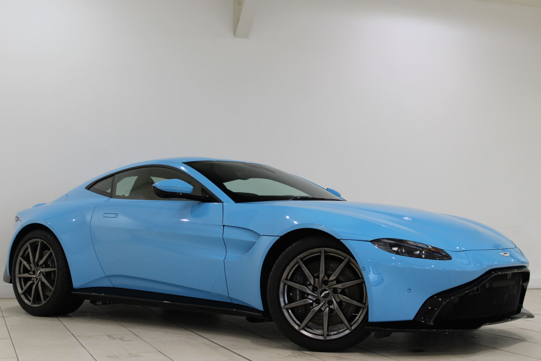 Aston Martin New Vantage 2dr image 8