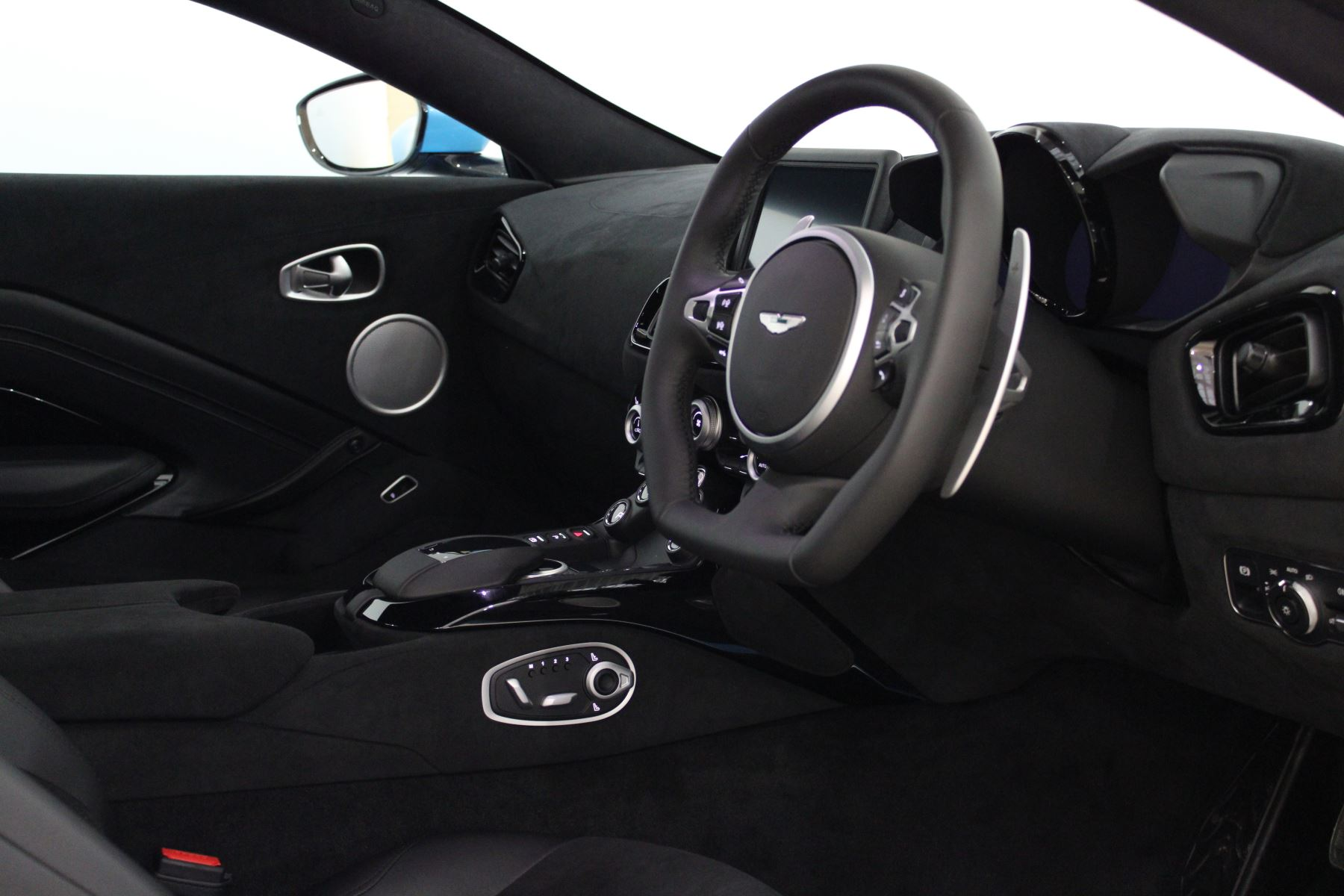 Aston Martin New Vantage 2dr image 27
