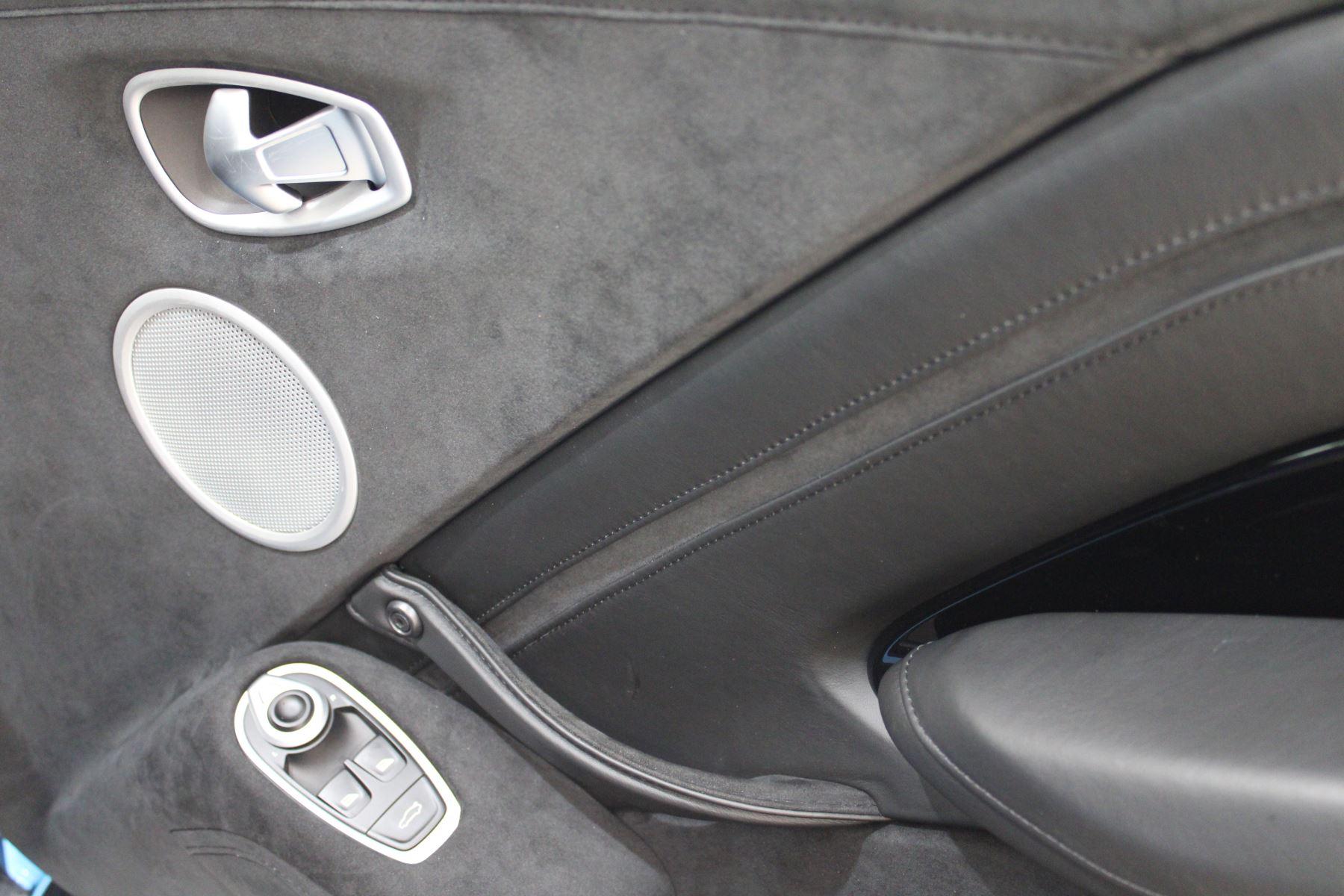 Aston Martin New Vantage 2dr image 29