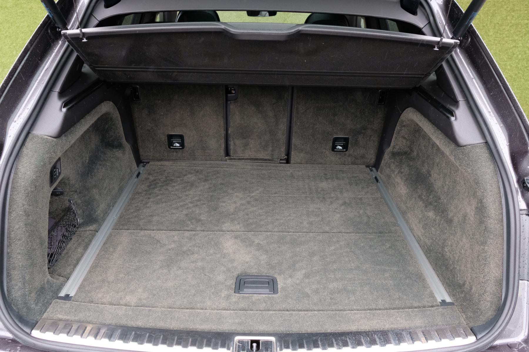 Bentley Bentayga 4.0 V8 5dr - Mulliner Driving Specification image 9