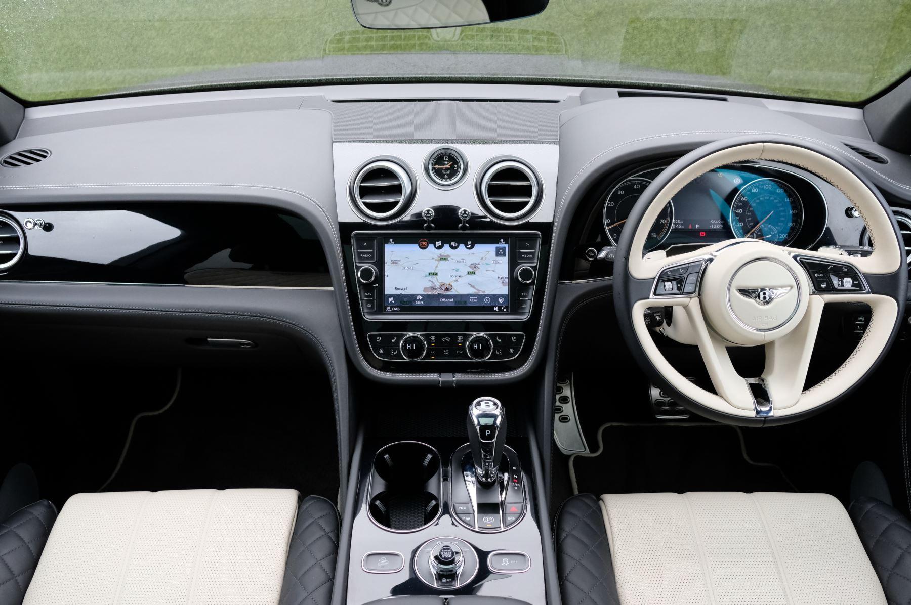 Bentley Bentayga 4.0 V8 5dr - Mulliner Driving Specification image 13