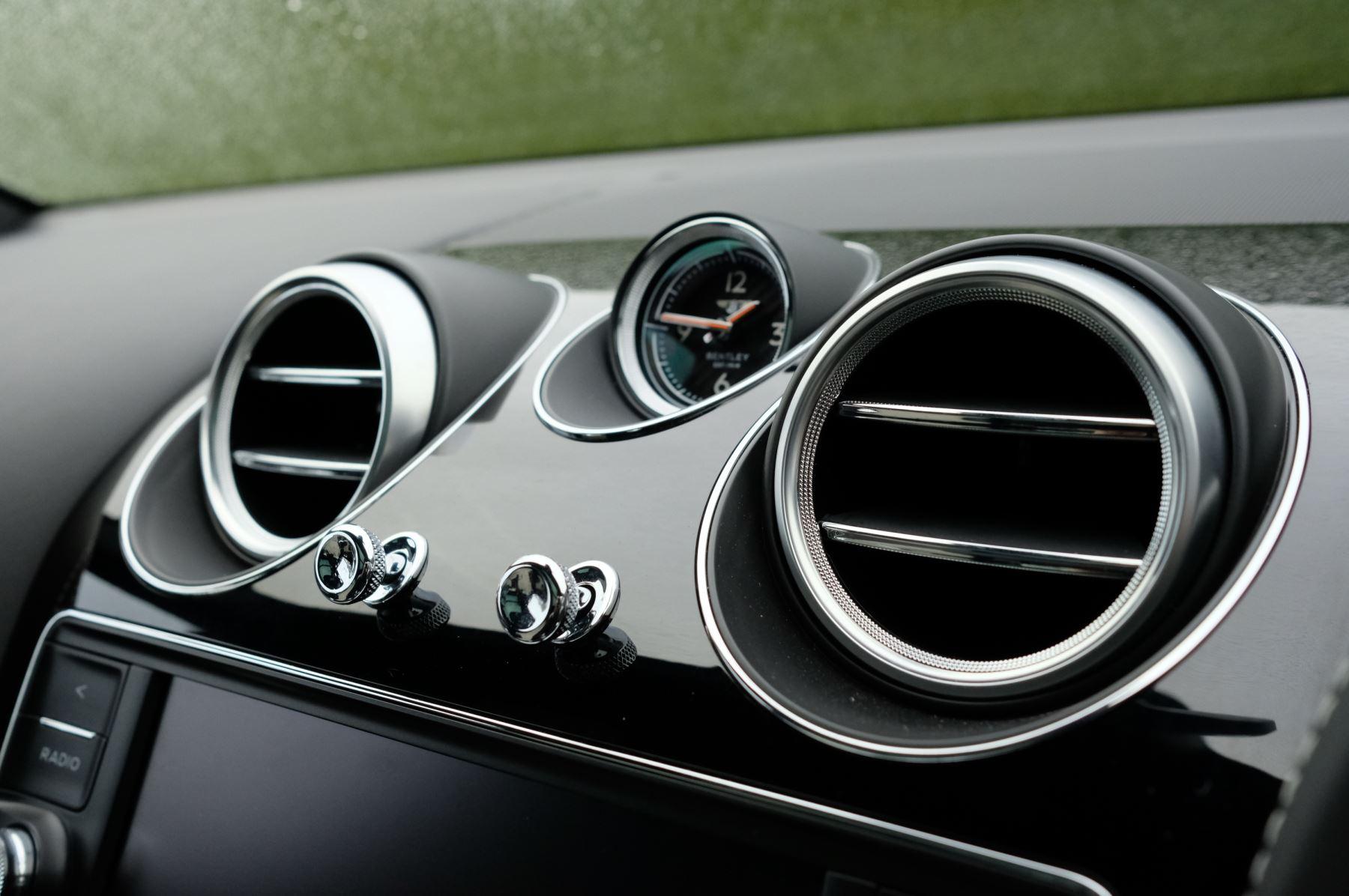 Bentley Bentayga 4.0 V8 5dr - Mulliner Driving Specification image 17