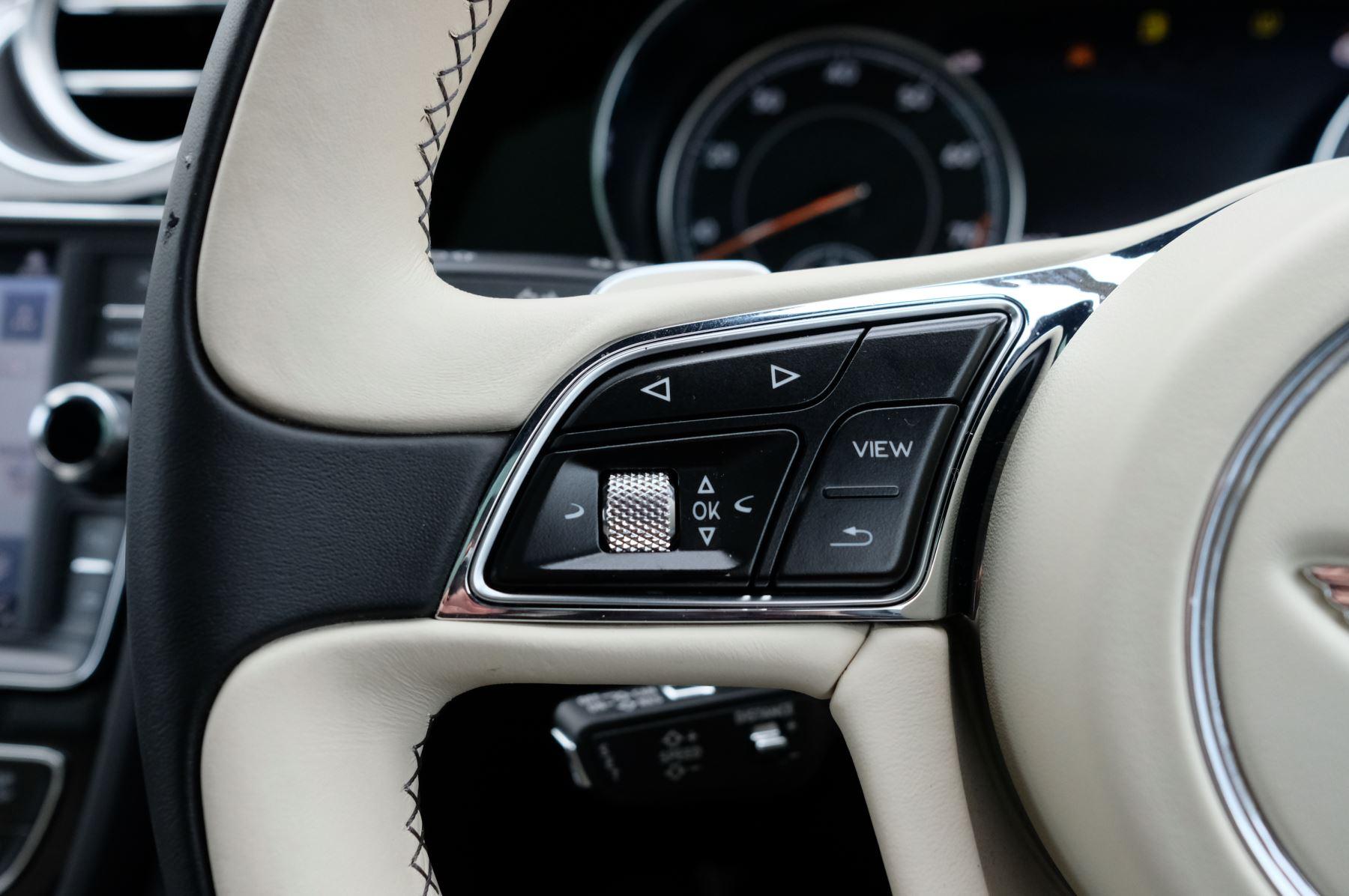 Bentley Bentayga 4.0 V8 5dr - Mulliner Driving Specification image 22