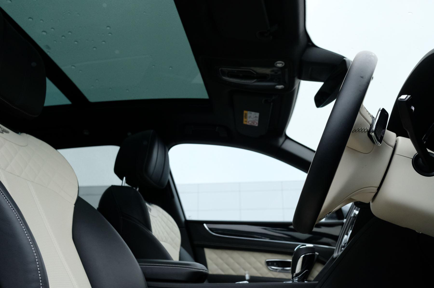 Bentley Bentayga 4.0 V8 5dr - Mulliner Driving Specification image 24