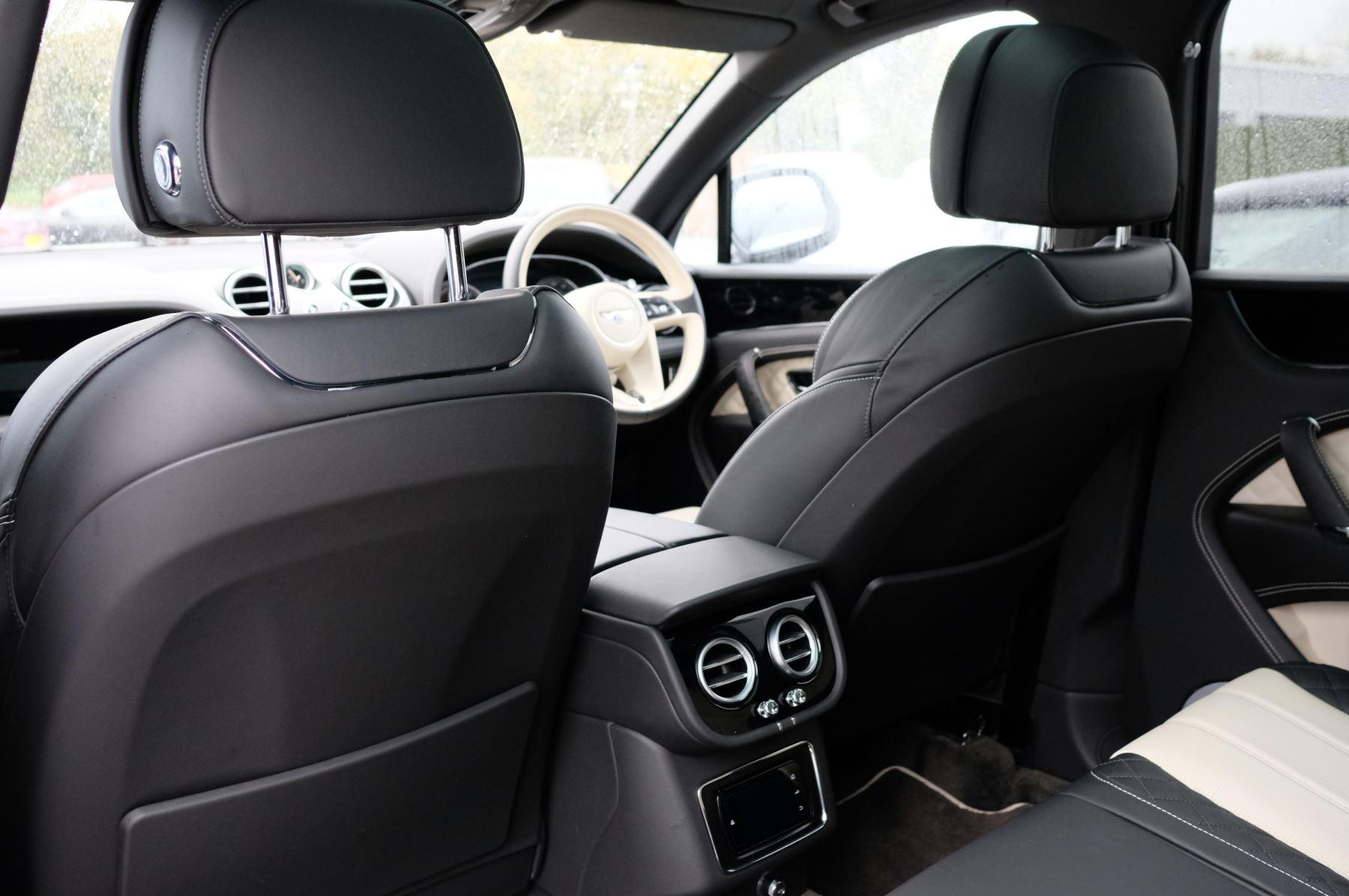 Bentley Bentayga 4.0 V8 5dr - Mulliner Driving Specification image 14