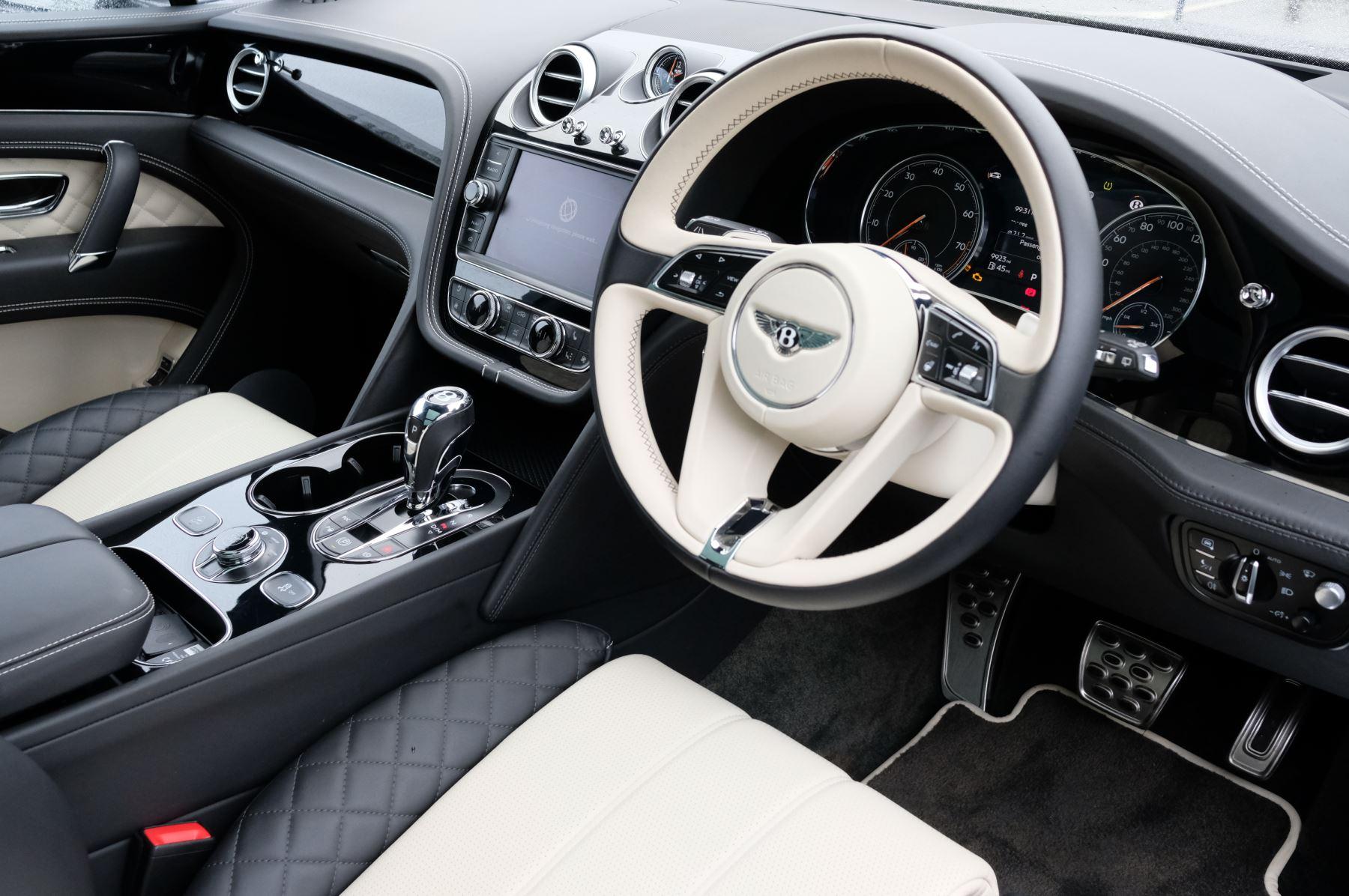 Bentley Bentayga 4.0 V8 5dr - Mulliner Driving Specification image 12