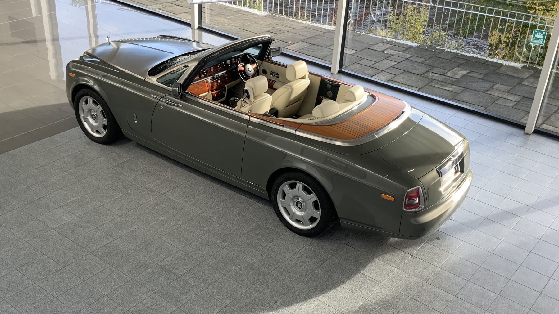 Rolls-Royce Phantom Drophead Coupe 2dr Auto image 30