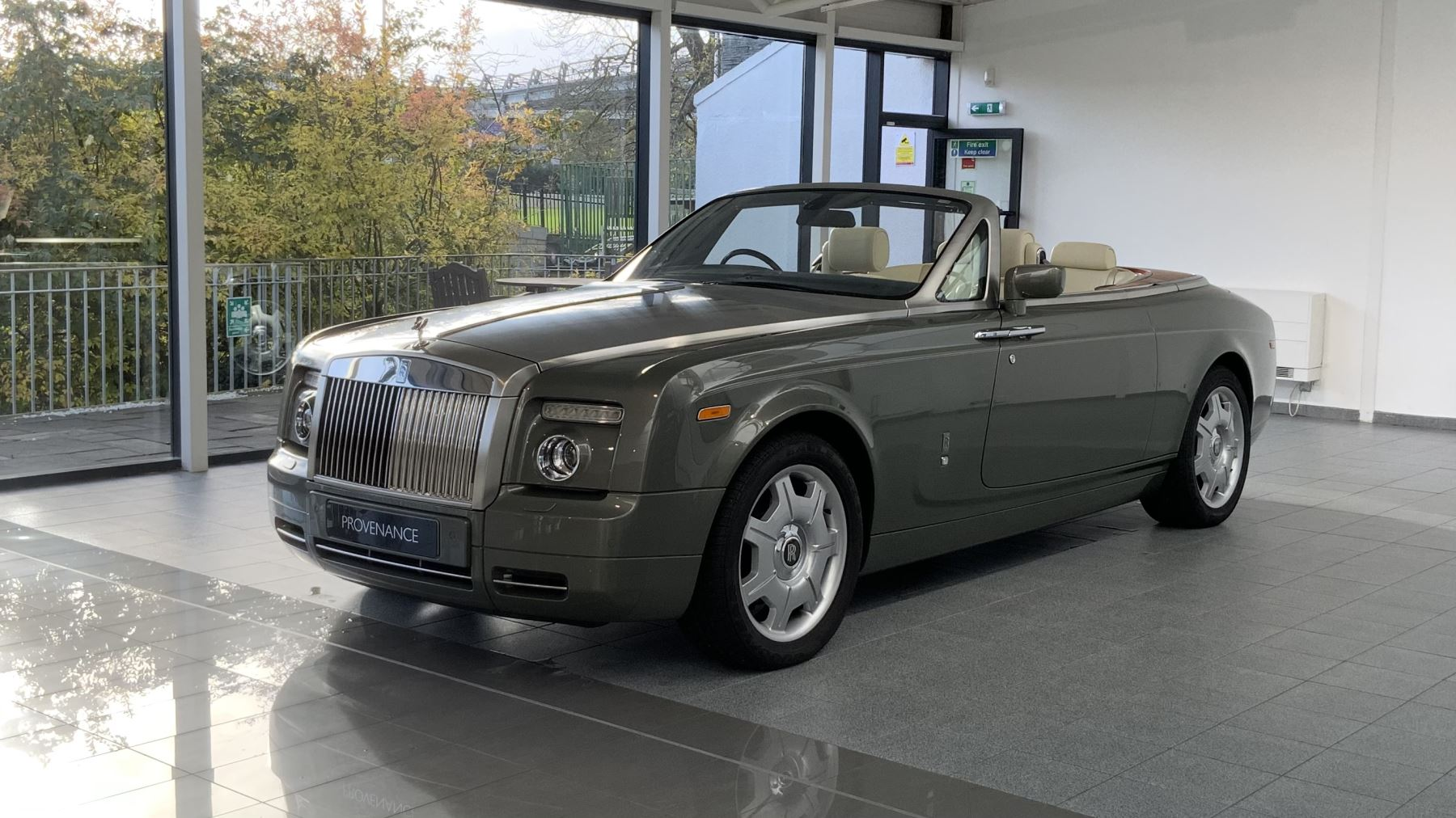 Rolls-Royce Phantom Drophead Coupe 2dr Auto 6.7 Automatic Convertible (2008) image