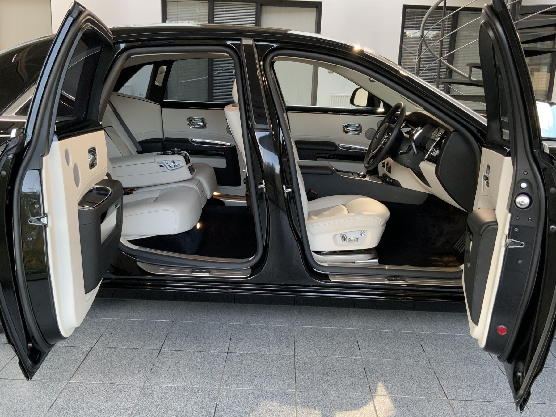 Rolls-Royce Ghost V-SPEC 4dr Auto image 2