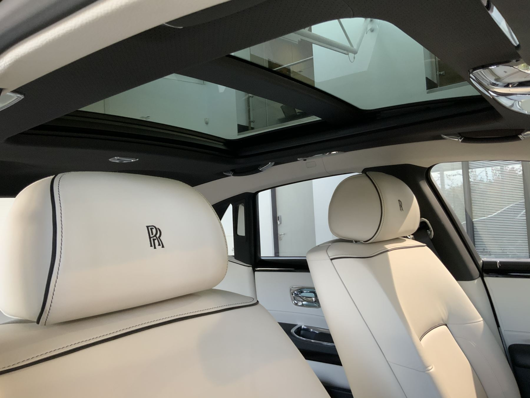 Rolls-Royce Ghost V-SPEC 4dr Auto image 17