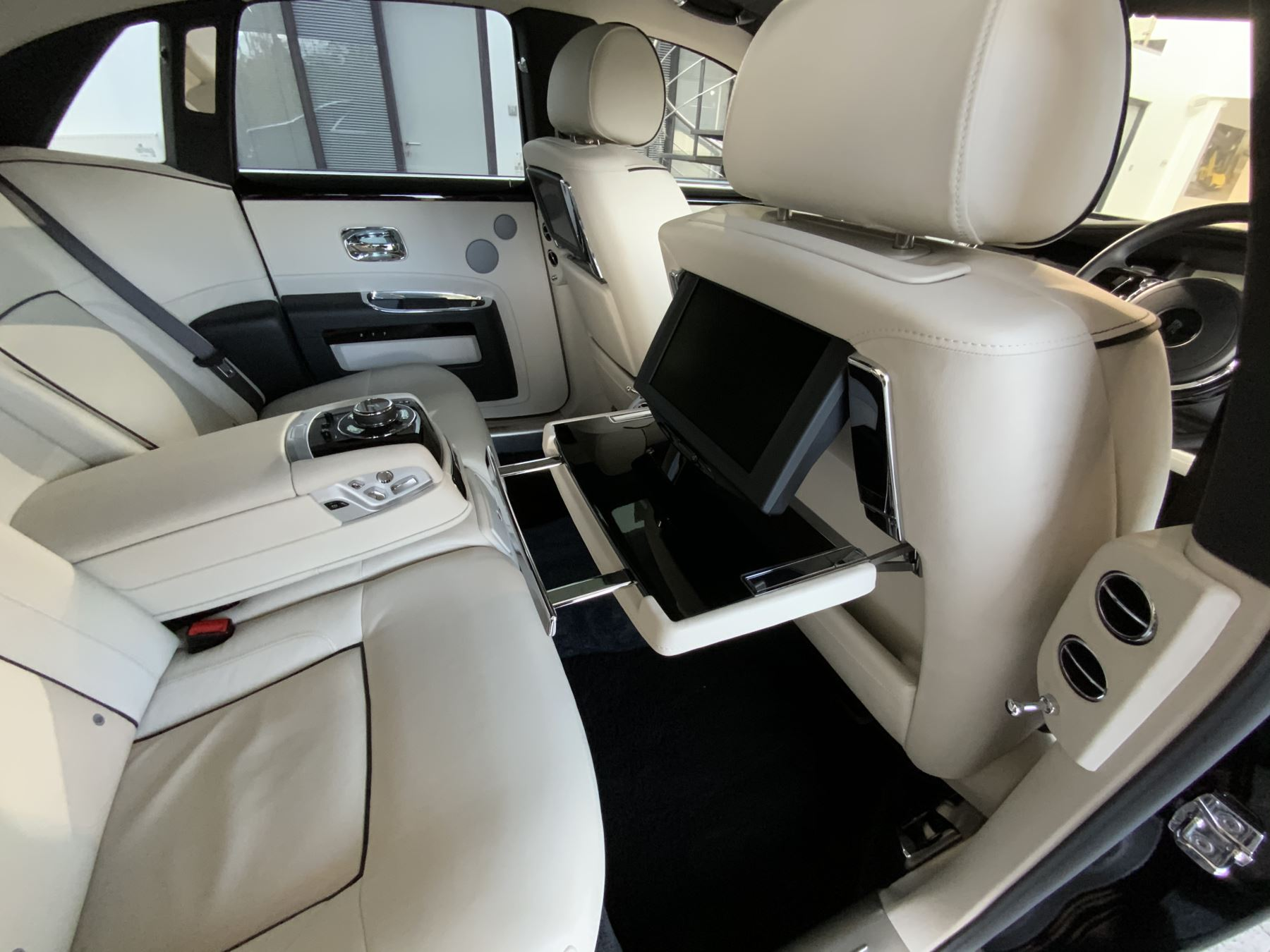 Rolls-Royce Ghost V-SPEC 4dr Auto image 19