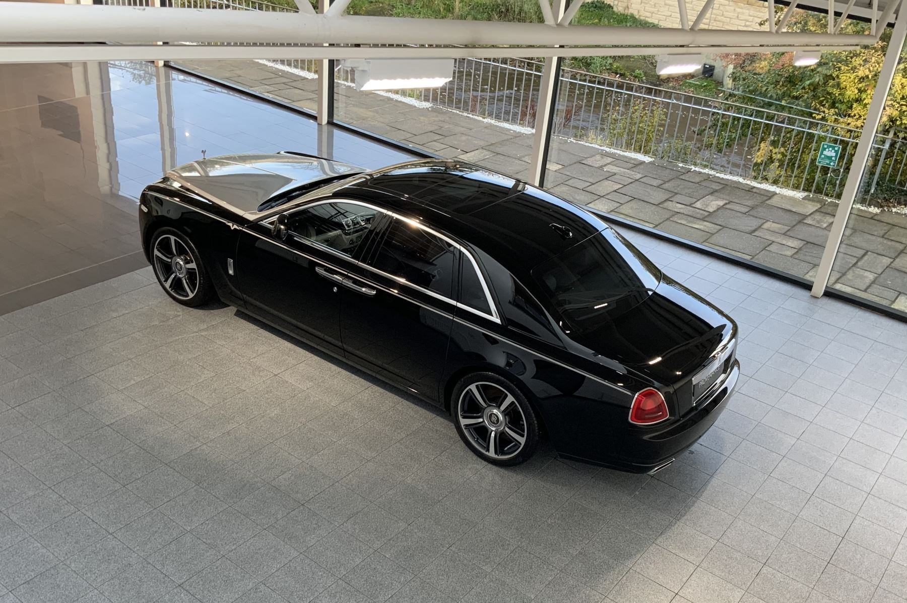 Rolls-Royce Ghost V-SPEC 4dr Auto image 25